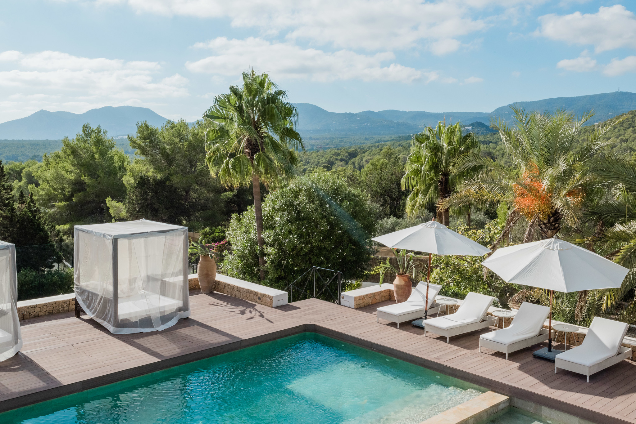https://www.white-ibiza.com/wp-content/uploads/2020/05/white-ibiza-villas-casa-amalia-exterior-views.jpg