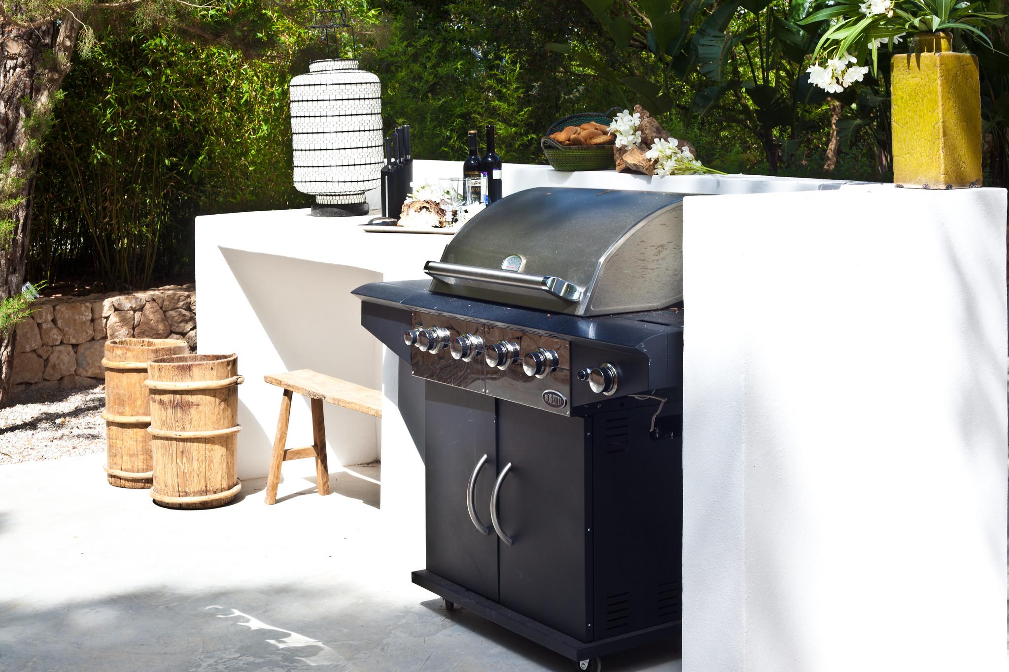 https://www.white-ibiza.com/wp-content/uploads/2020/05/white-ibiza-villas-casa-amalia-interior-barbecue.jpg