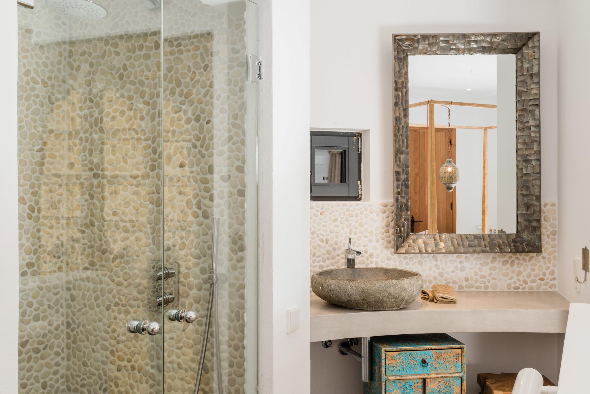 https://www.white-ibiza.com/wp-content/uploads/2020/05/white-ibiza-villas-casa-amalia-interior-bathroom.jpg