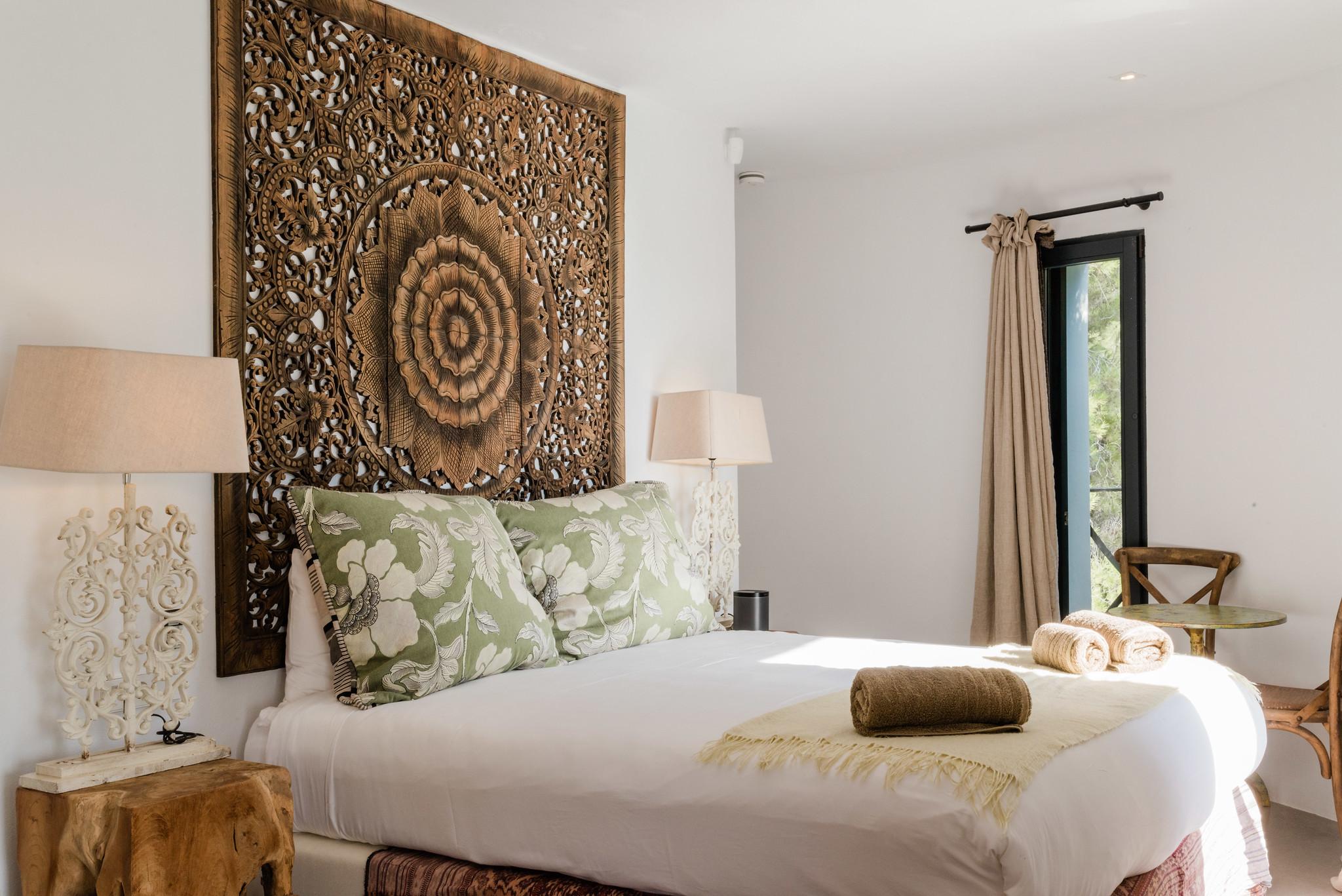 https://www.white-ibiza.com/wp-content/uploads/2020/05/white-ibiza-villas-casa-amalia-interior-bedroom-1.jpg