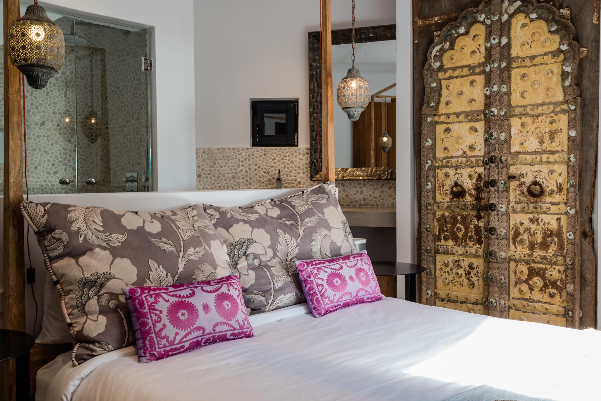 https://www.white-ibiza.com/wp-content/uploads/2020/05/white-ibiza-villas-casa-amalia-interior-bedroom.jpg