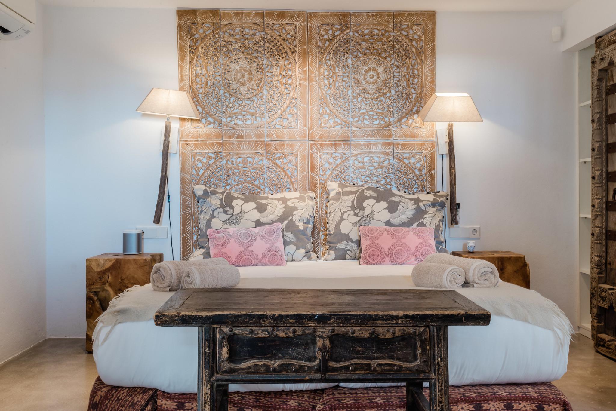 https://www.white-ibiza.com/wp-content/uploads/2020/05/white-ibiza-villas-casa-amalia-interior-bedroom2-1.jpg