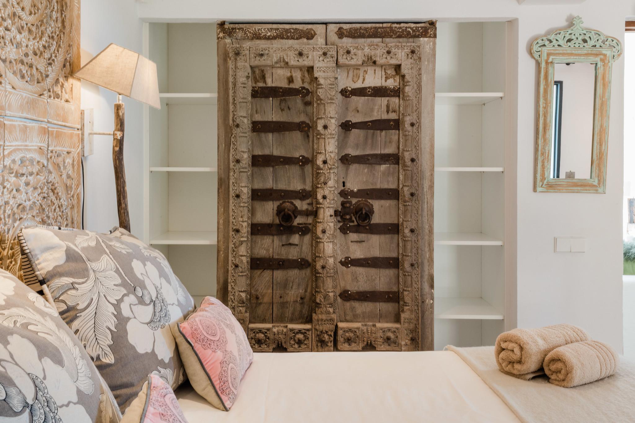 https://www.white-ibiza.com/wp-content/uploads/2020/05/white-ibiza-villas-casa-amalia-interior-bedroom6.jpg