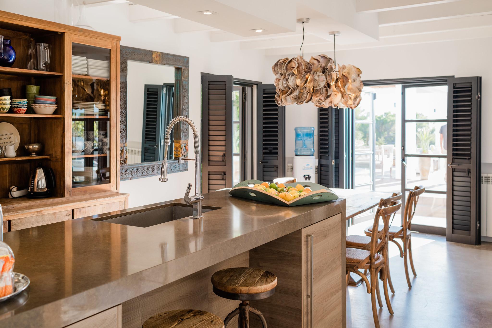 https://www.white-ibiza.com/wp-content/uploads/2020/05/white-ibiza-villas-casa-amalia-interior-kitchen-1.jpg