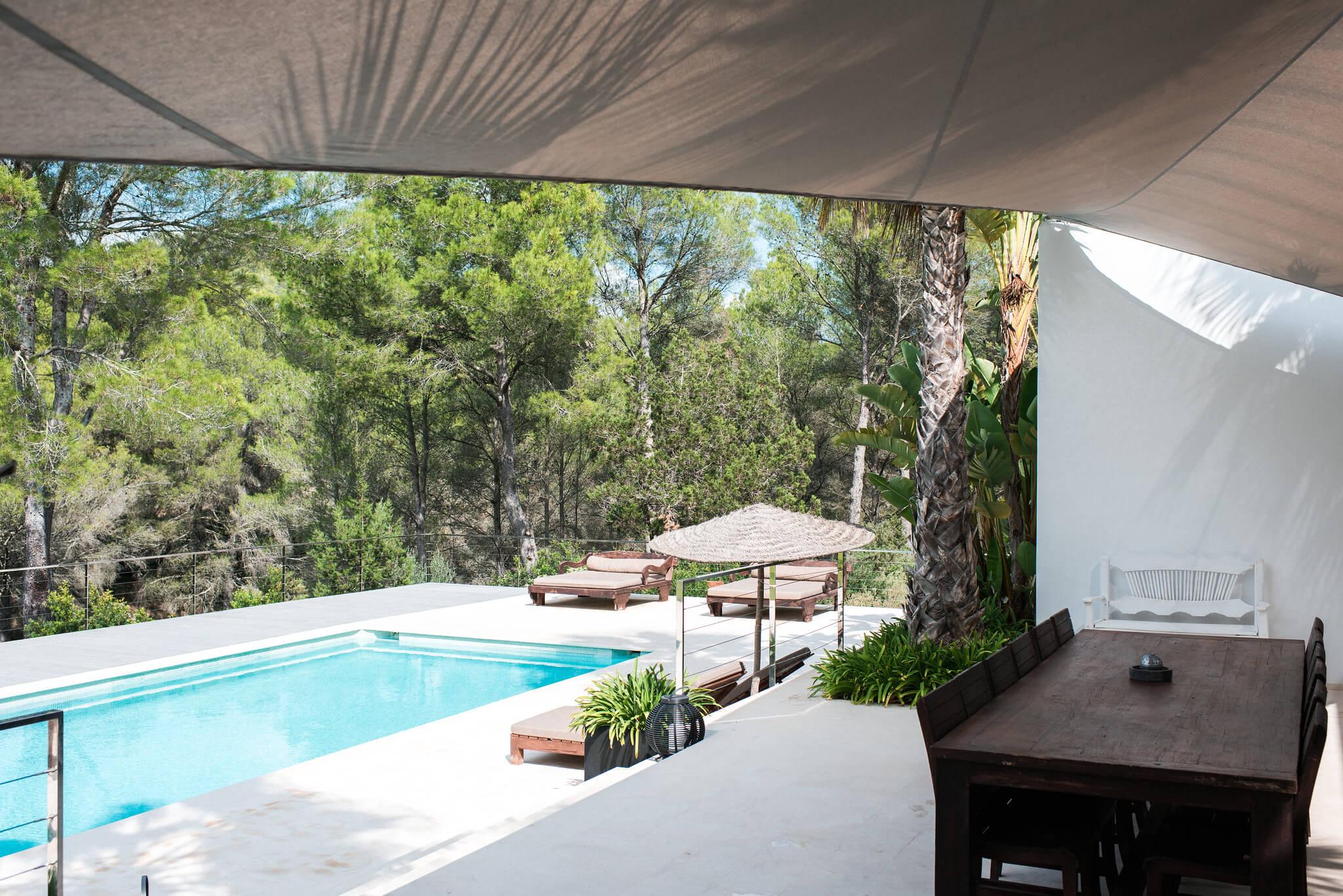 https://www.white-ibiza.com/wp-content/uploads/2020/05/white-ibiza-villas-casa-estrella-exterior-pool-from-house.jpg