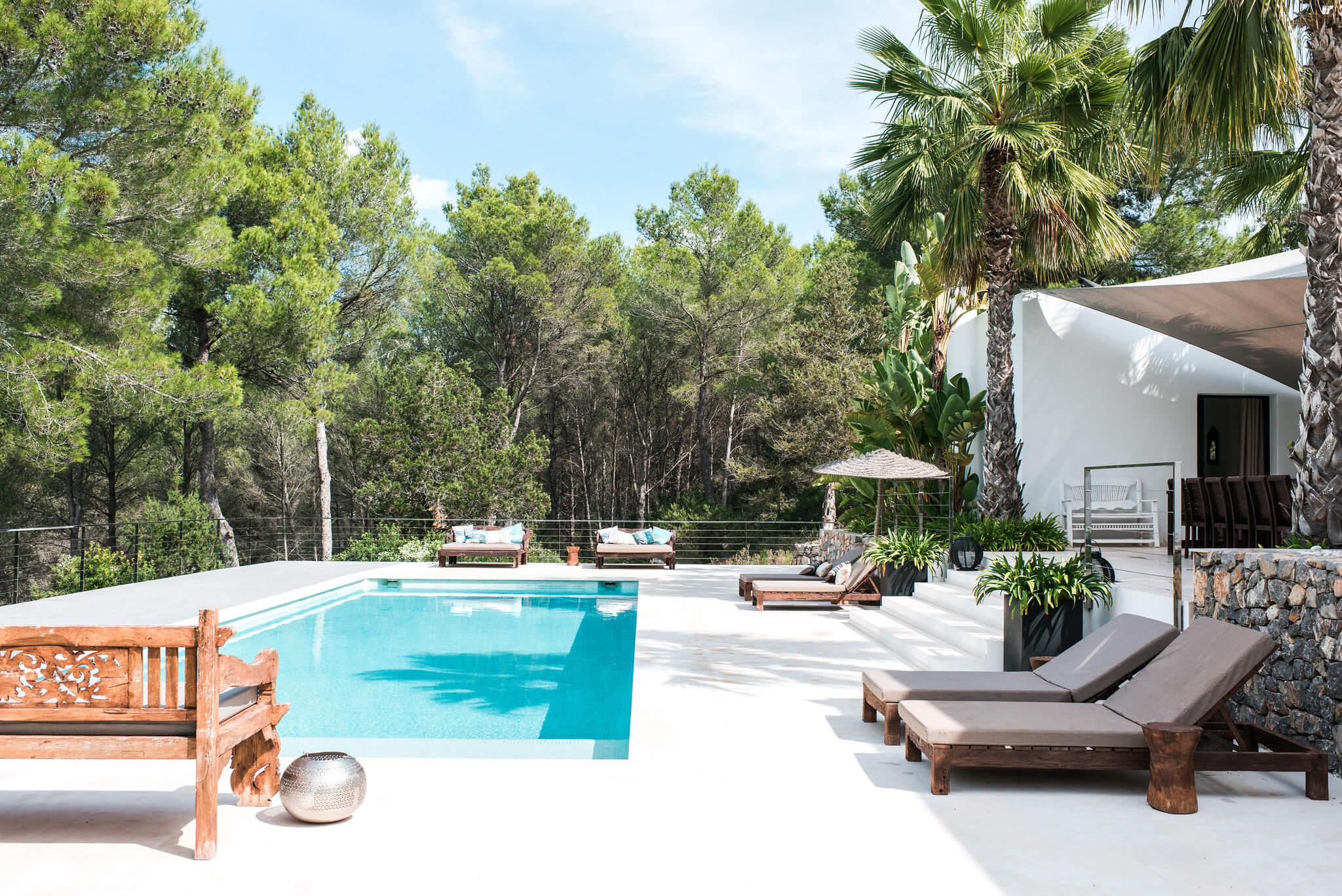 https://www.white-ibiza.com/wp-content/uploads/2020/05/white-ibiza-villas-casa-estrella-exterior-pool.jpg