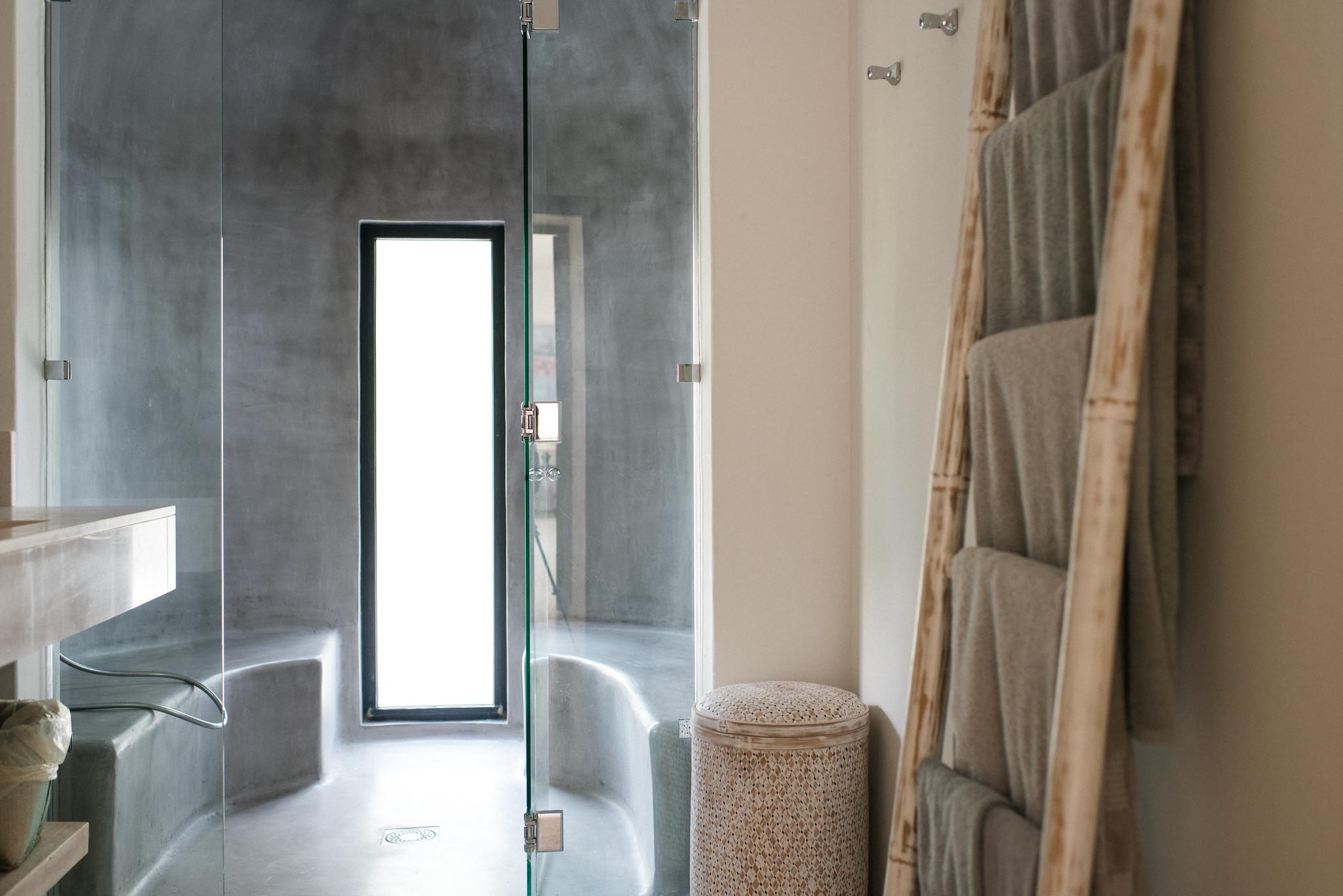 https://www.white-ibiza.com/wp-content/uploads/2020/05/white-ibiza-villas-casa-estrella-interior-bathroom.jpg