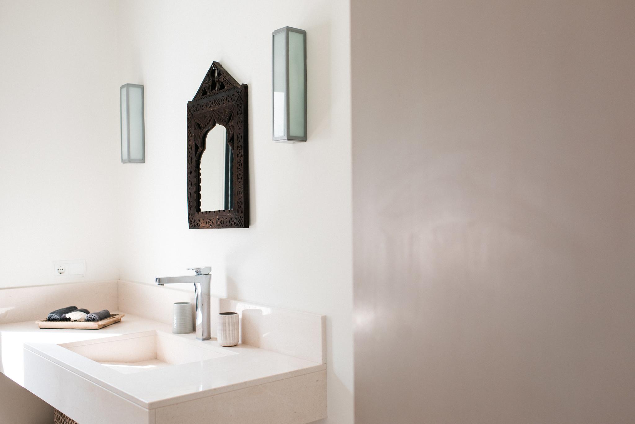https://www.white-ibiza.com/wp-content/uploads/2020/05/white-ibiza-villas-casa-estrella-interior-bathroom2.jpg