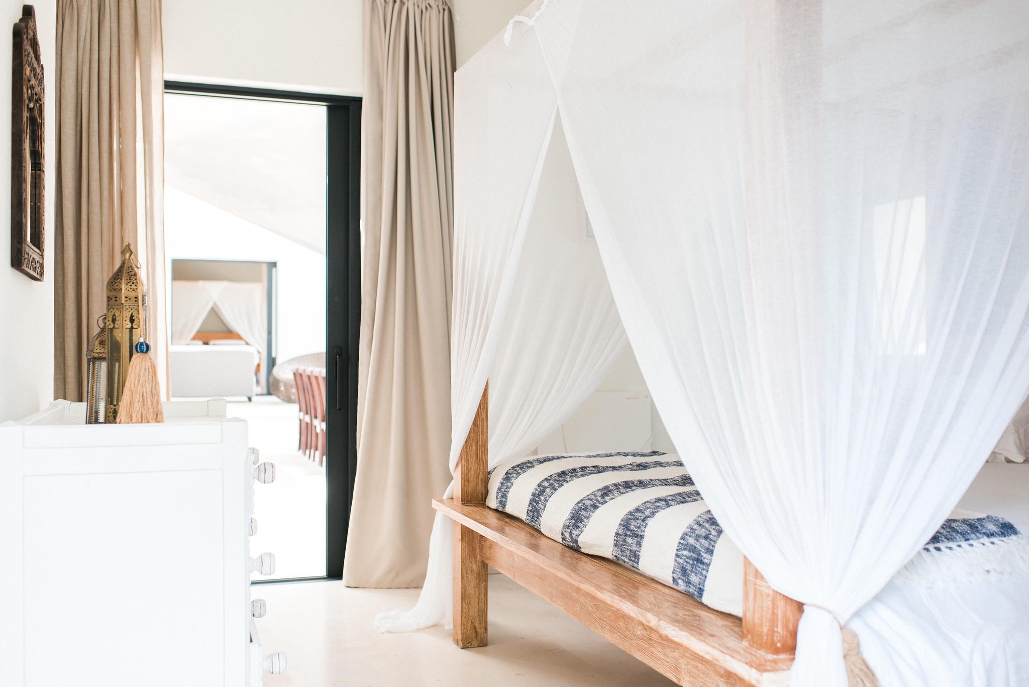 https://www.white-ibiza.com/wp-content/uploads/2020/05/white-ibiza-villas-casa-estrella-interior-double-room.jpg