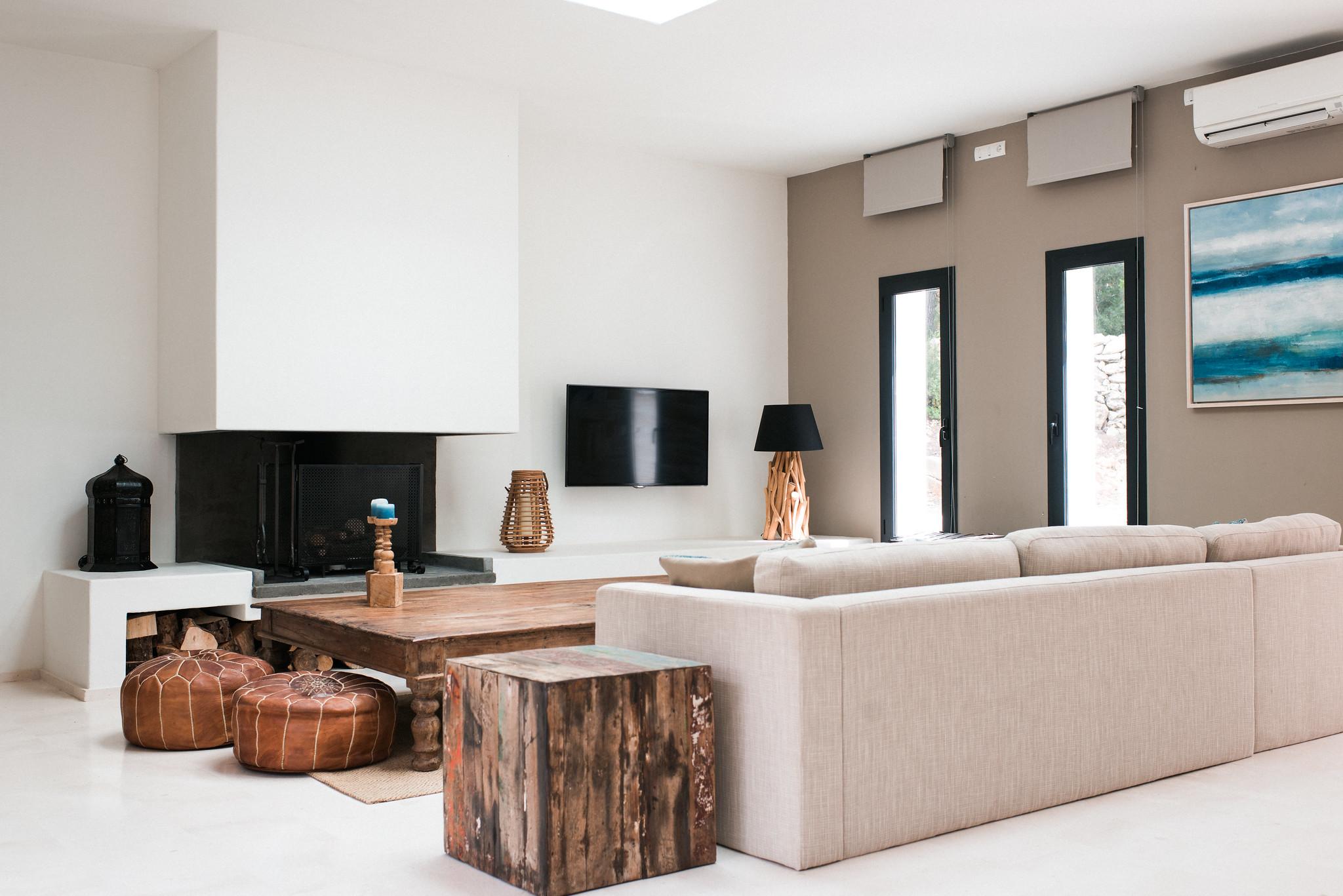 https://www.white-ibiza.com/wp-content/uploads/2020/05/white-ibiza-villas-casa-estrella-interior-living-area-sofa.jpg