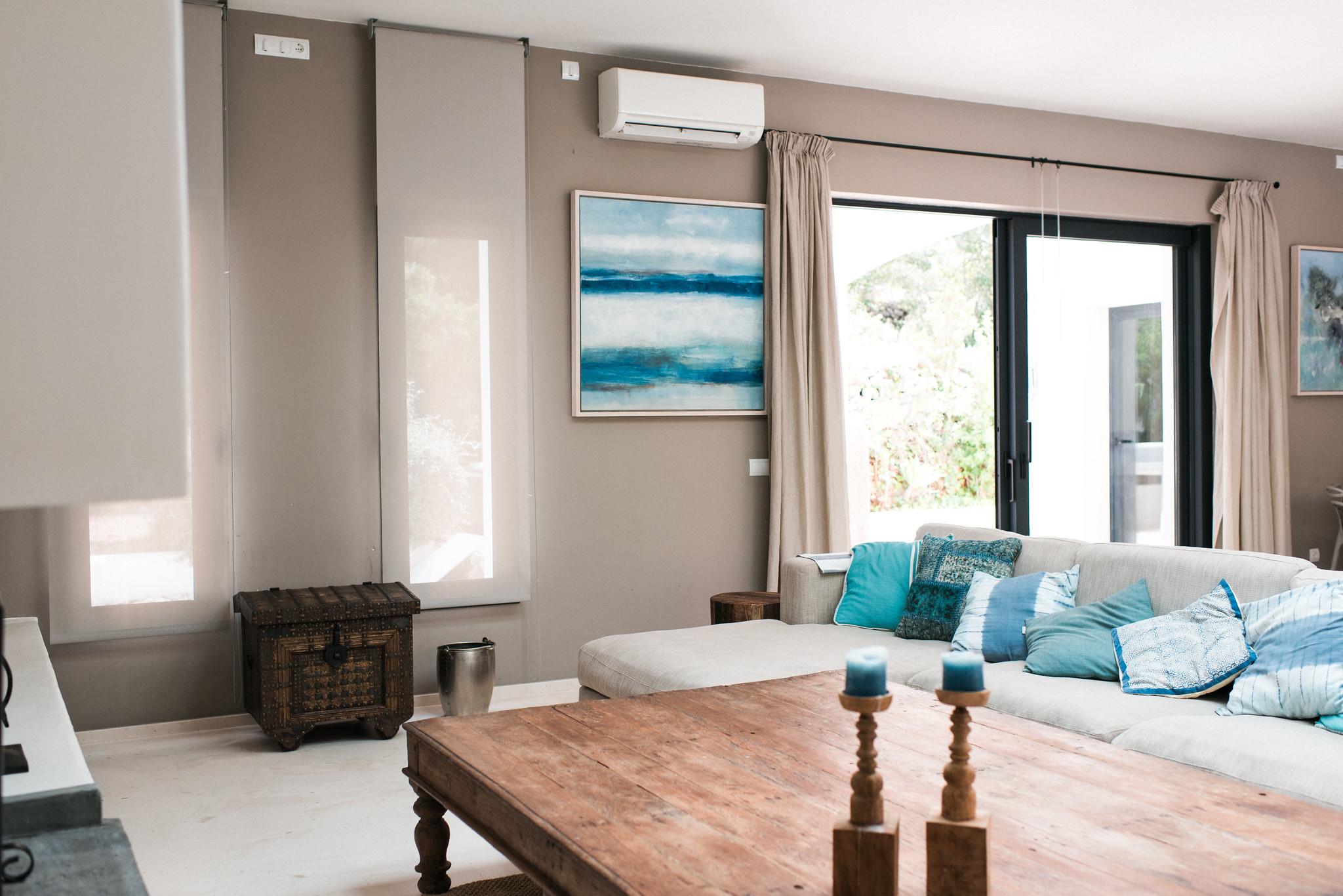 https://www.white-ibiza.com/wp-content/uploads/2020/05/white-ibiza-villas-casa-estrella-interior-living-area.jpg