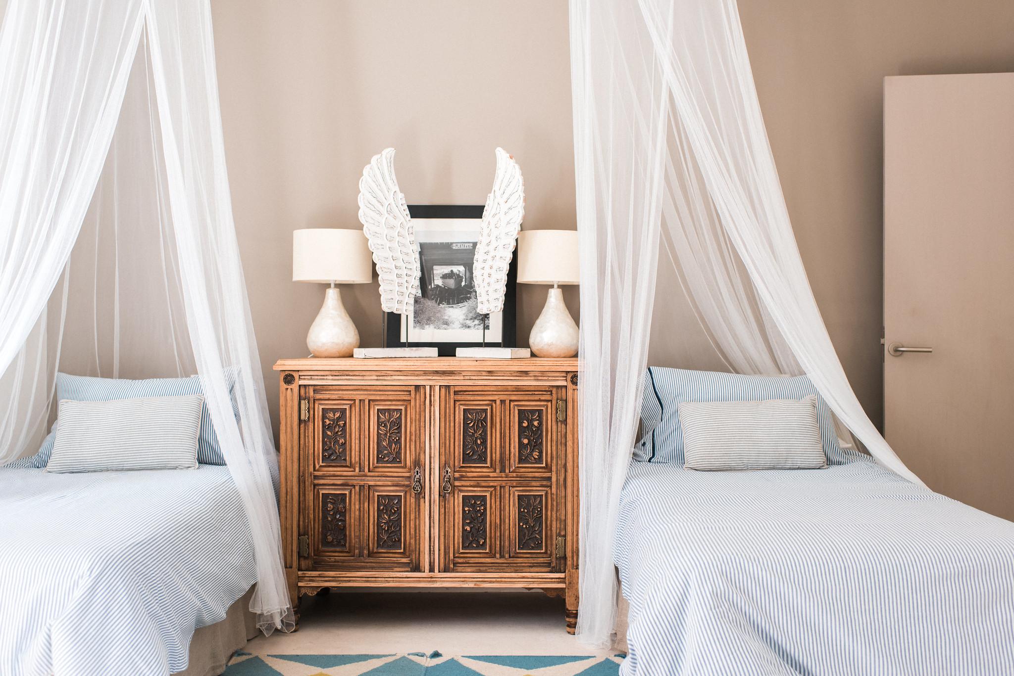 https://www.white-ibiza.com/wp-content/uploads/2020/05/white-ibiza-villas-casa-estrella-interior-twin-room.jpg