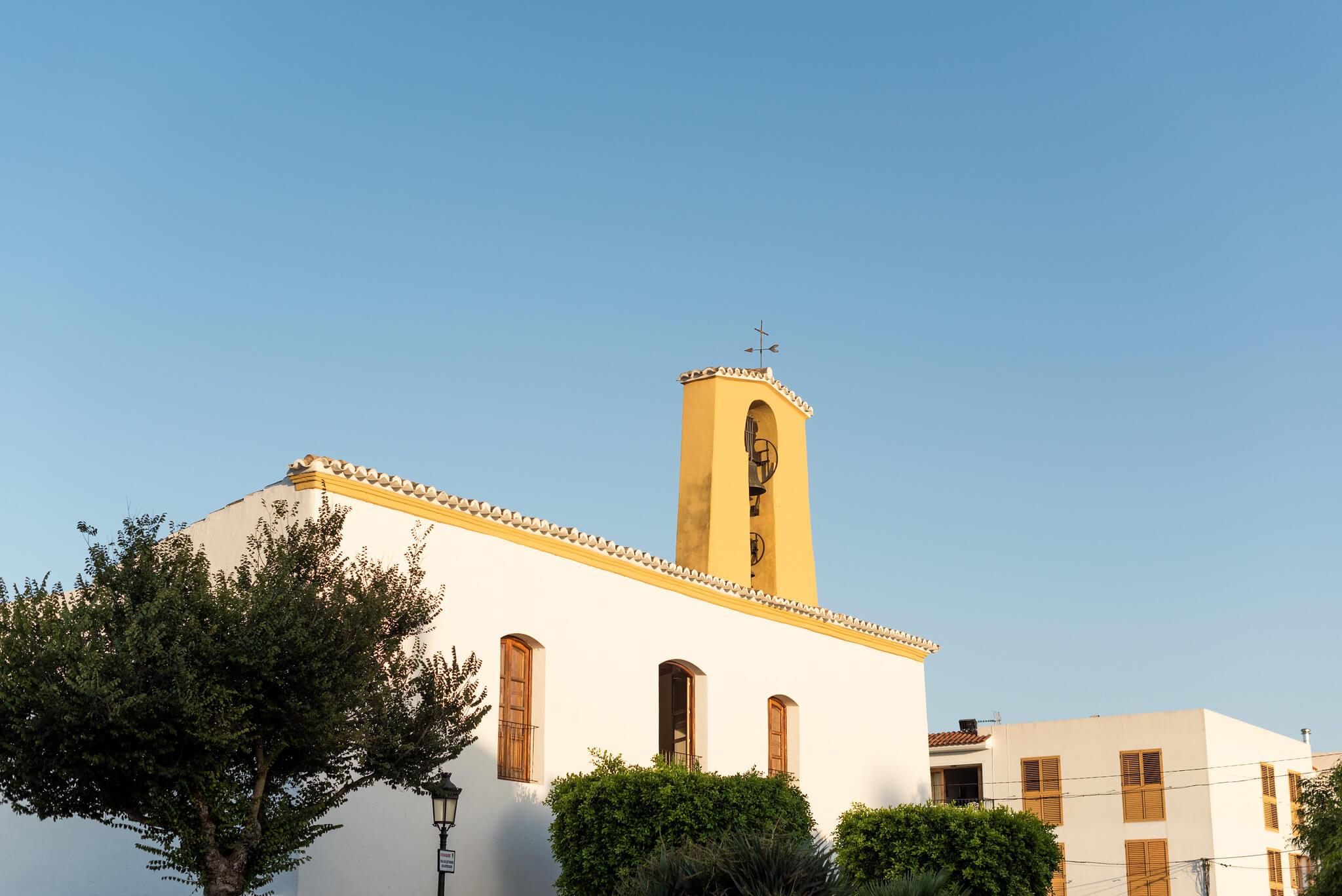 https://www.white-ibiza.com/wp-content/uploads/2020/05/white-ibiza-villas-where-to-stay-santa-gertrudis-04.jpg