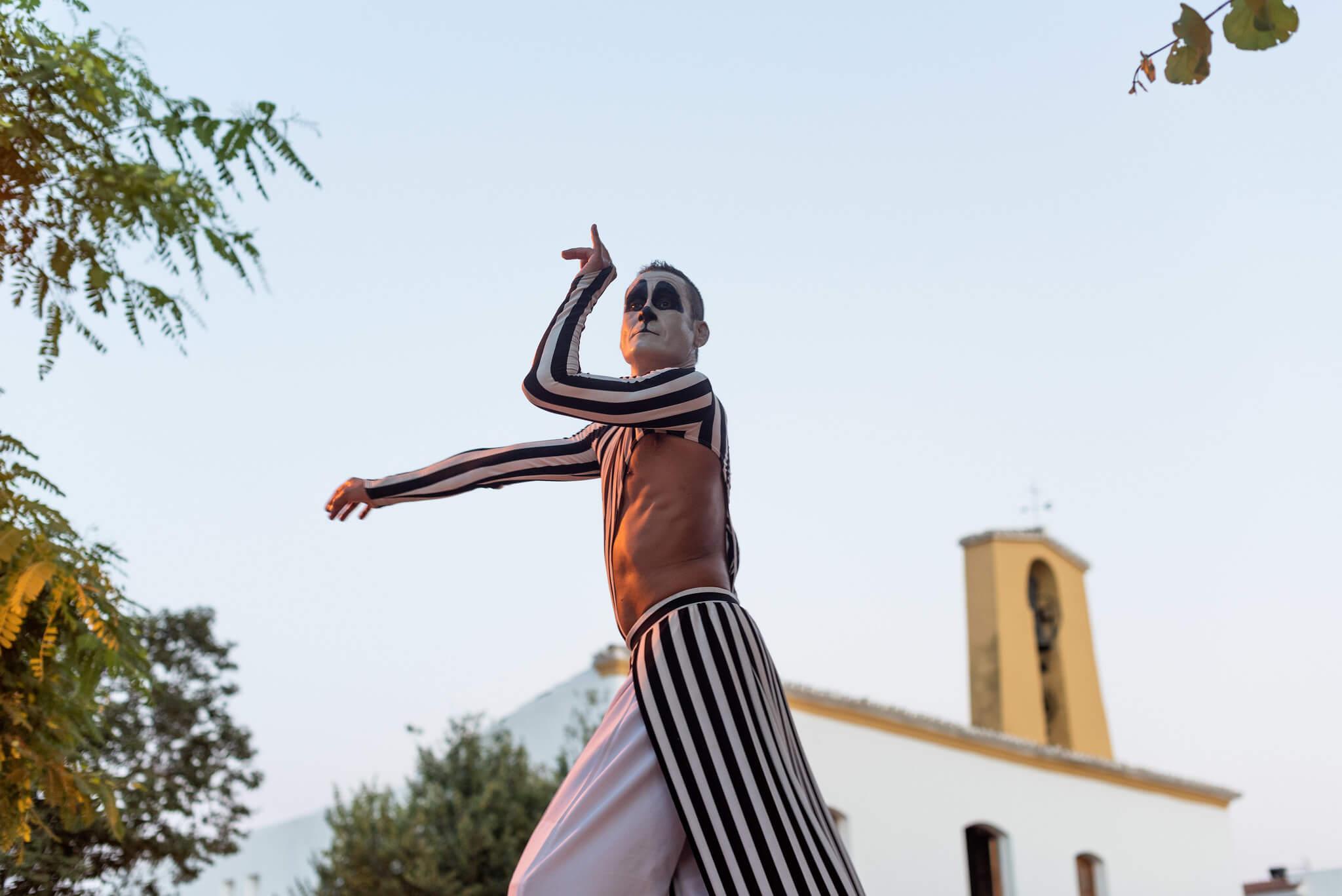 https://www.white-ibiza.com/wp-content/uploads/2020/05/white-ibiza-villas-where-to-stay-santa-gertrudis-08.jpg