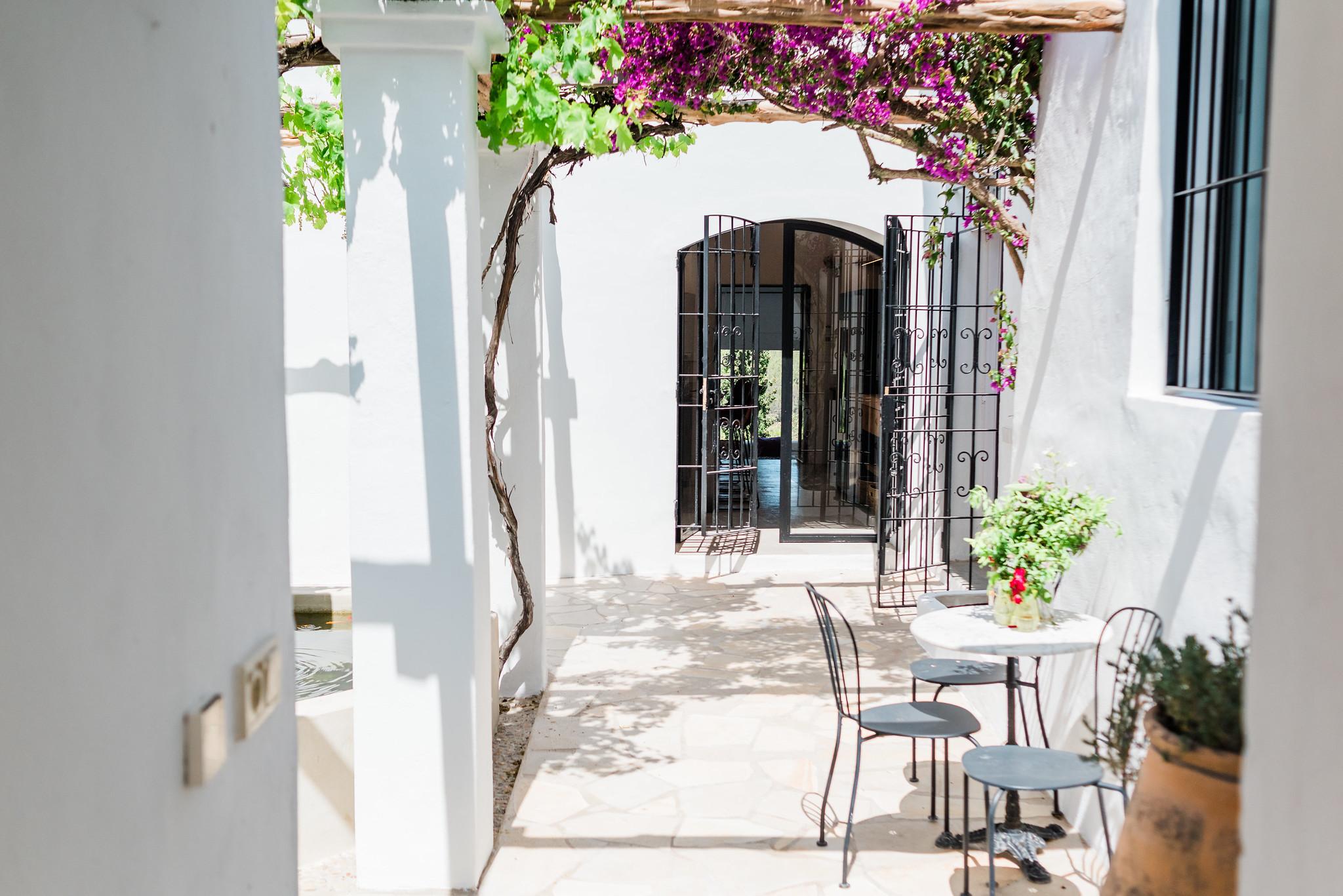 https://www.white-ibiza.com/wp-content/uploads/2020/06/white-ibiza-villas-can-calma-exterior-corridor.jpg