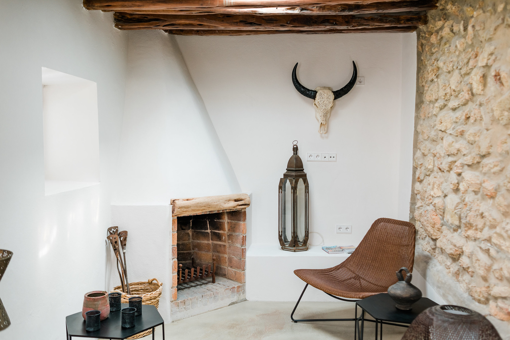 https://www.white-ibiza.com/wp-content/uploads/2020/06/white-ibiza-villas-can-calma-interior-fireplace.jpg