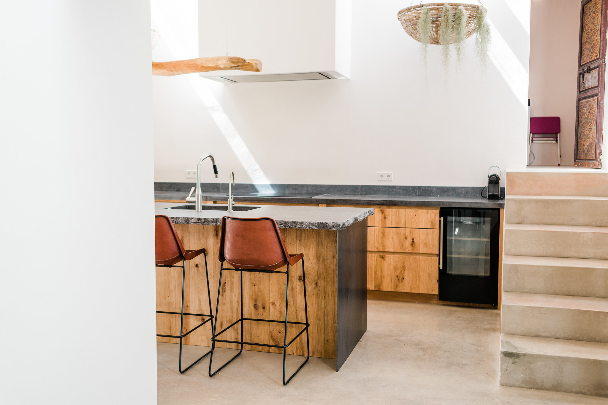 https://www.white-ibiza.com/wp-content/uploads/2020/06/white-ibiza-villas-can-calma-interior-kitchen3.jpg