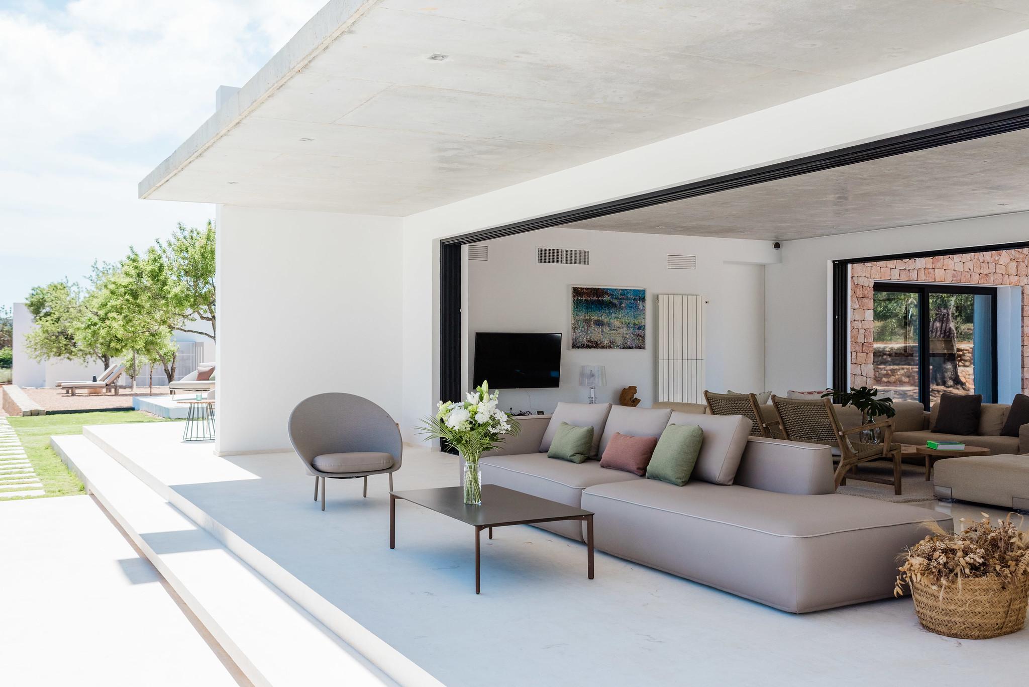 https://www.white-ibiza.com/wp-content/uploads/2020/06/white-ibiza-villas-can-carmen-exterior-outside-in.jpg