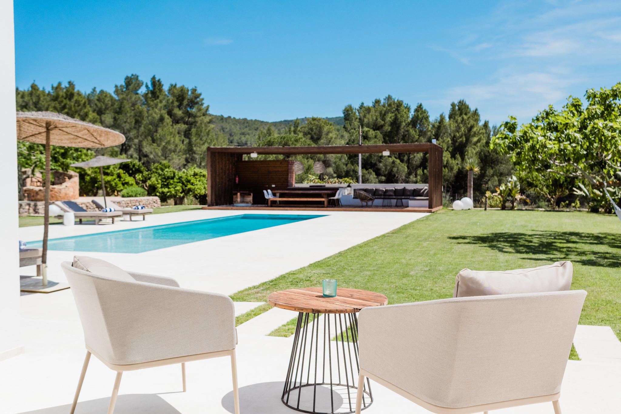 https://www.white-ibiza.com/wp-content/uploads/2020/06/white-ibiza-villas-can-carmen-exterior-pool3.jpg