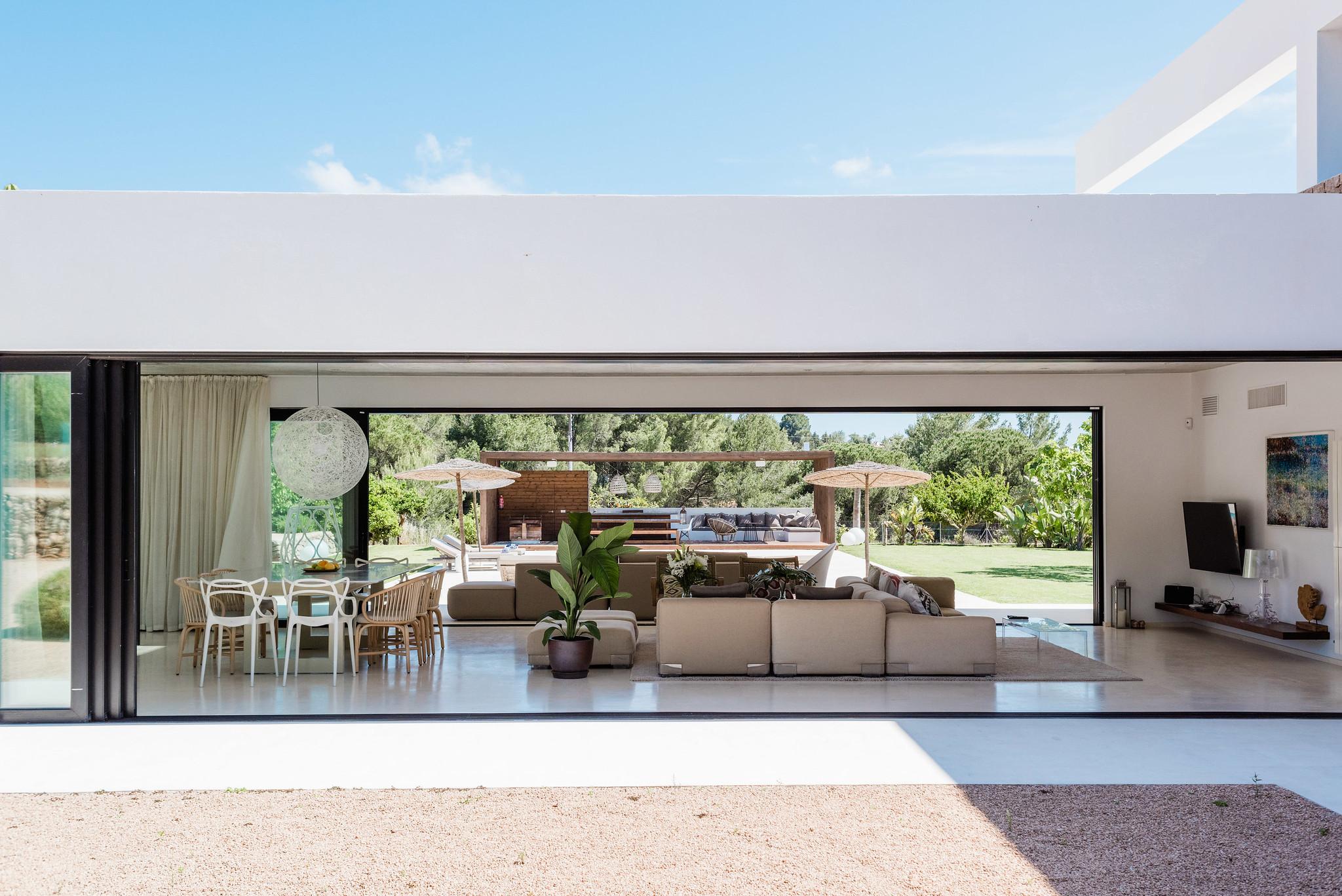 https://www.white-ibiza.com/wp-content/uploads/2020/06/white-ibiza-villas-can-carmen-exterior-view-through-house.jpg