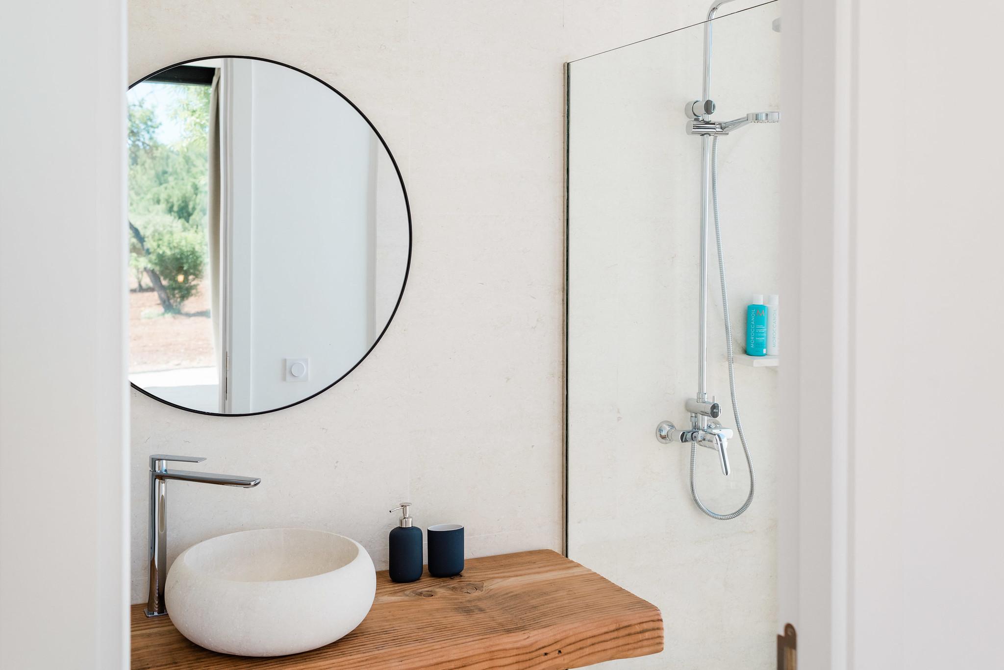 https://www.white-ibiza.com/wp-content/uploads/2020/06/white-ibiza-villas-can-carmen-interior-bathroom.jpg