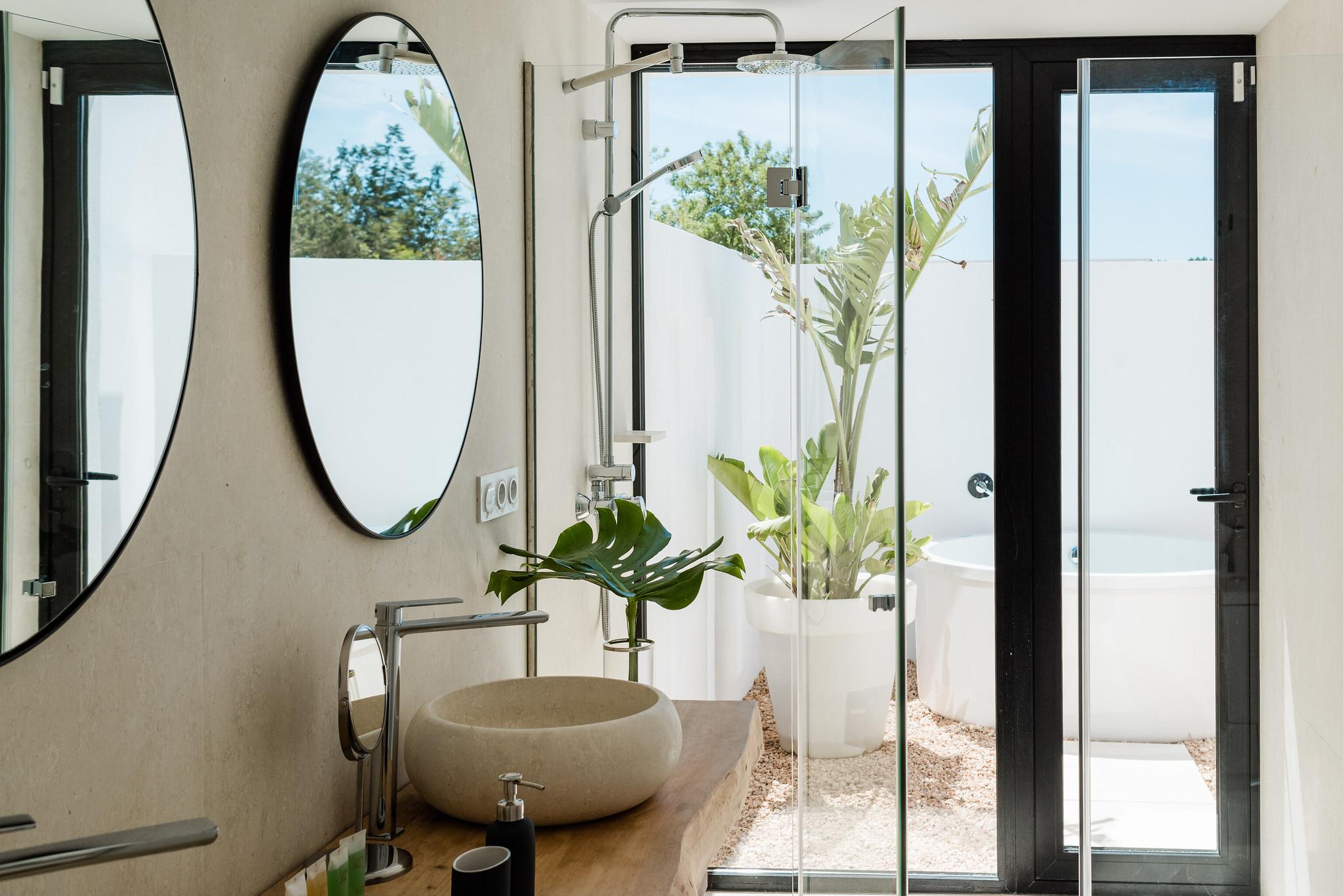 https://www.white-ibiza.com/wp-content/uploads/2020/06/white-ibiza-villas-can-carmen-interior-bathroom4.jpg