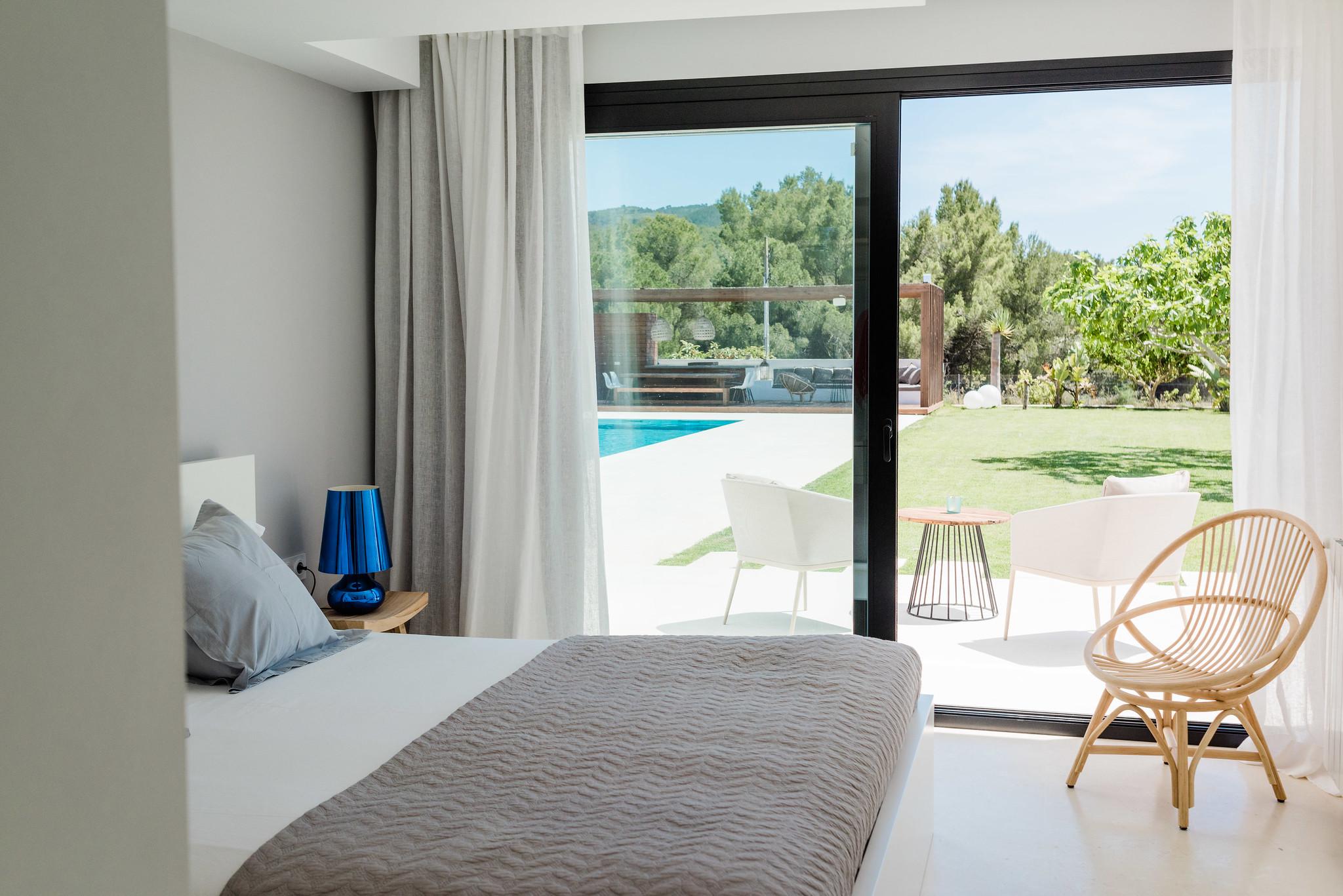 https://www.white-ibiza.com/wp-content/uploads/2020/06/white-ibiza-villas-can-carmen-interior-bedroom3.jpg