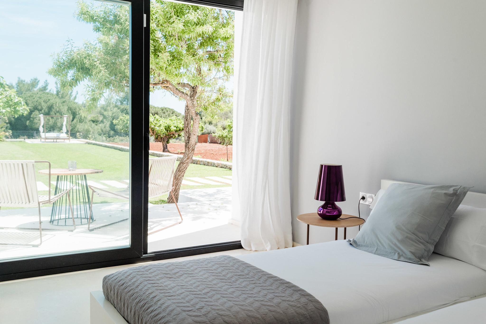 https://www.white-ibiza.com/wp-content/uploads/2020/06/white-ibiza-villas-can-carmen-interior-bedroom4.jpg