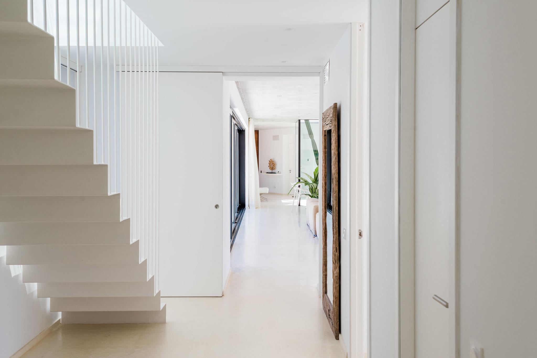 https://www.white-ibiza.com/wp-content/uploads/2020/06/white-ibiza-villas-can-carmen-interior-hallway.jpg