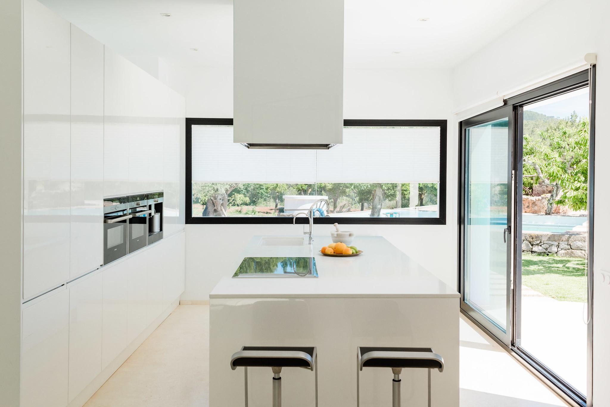 https://www.white-ibiza.com/wp-content/uploads/2020/06/white-ibiza-villas-can-carmen-interior-kitchen3.jpg