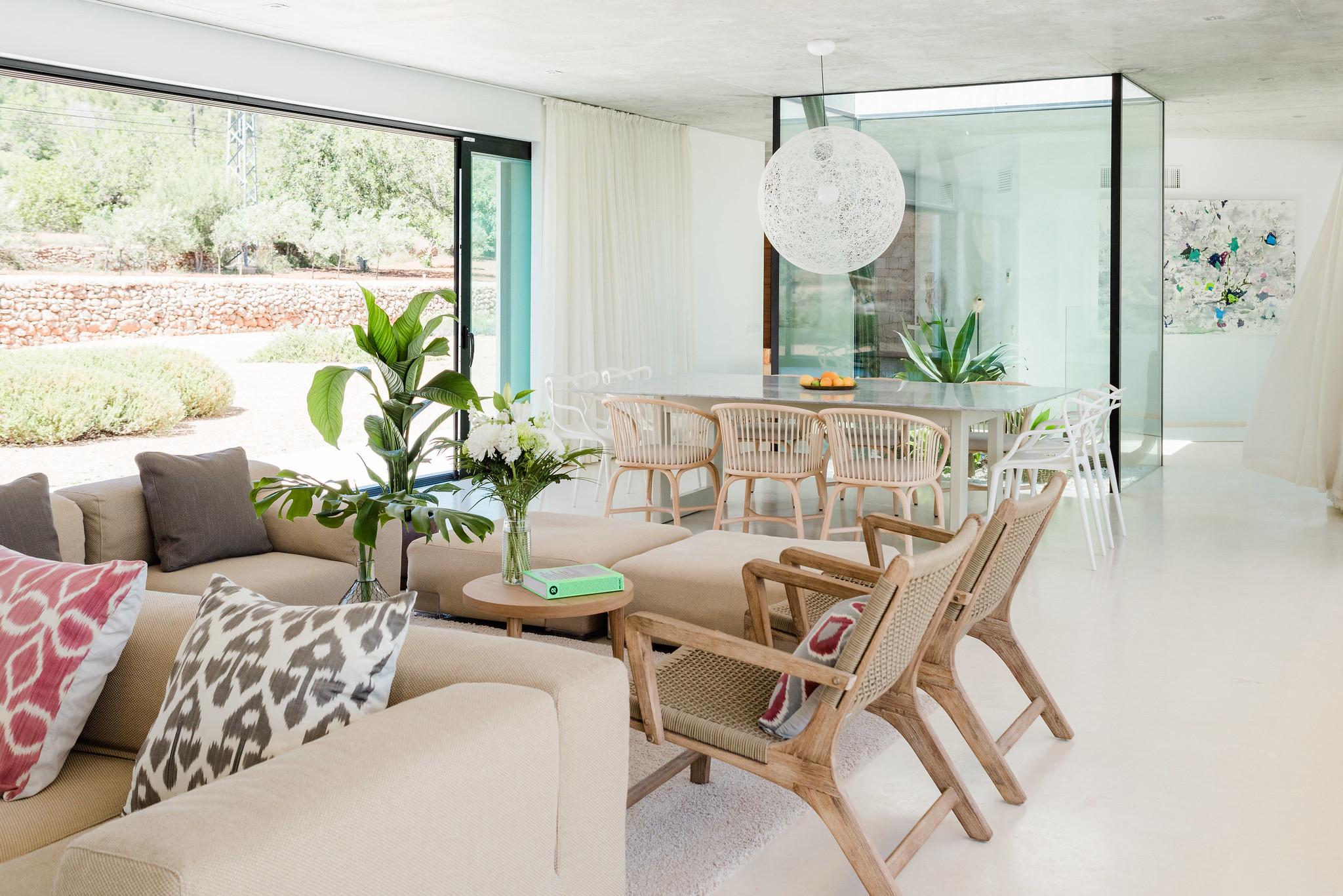 https://www.white-ibiza.com/wp-content/uploads/2020/06/white-ibiza-villas-can-carmen-interior-living-space.jpg
