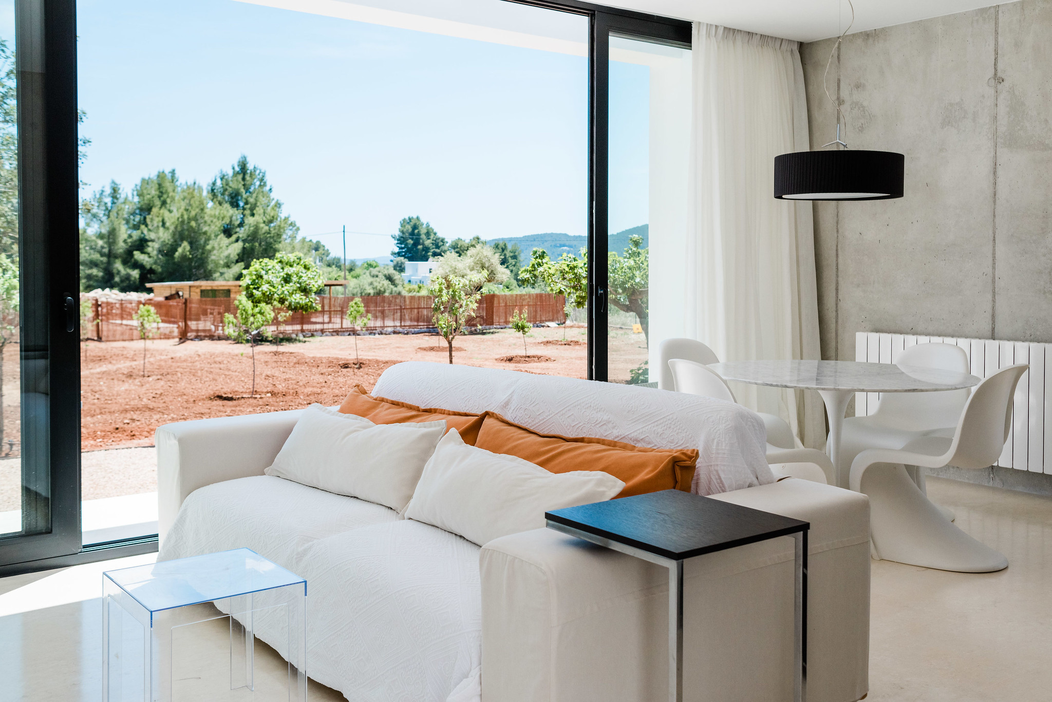 https://www.white-ibiza.com/wp-content/uploads/2020/06/white-ibiza-villas-can-carmen-interior-living-space1.jpg