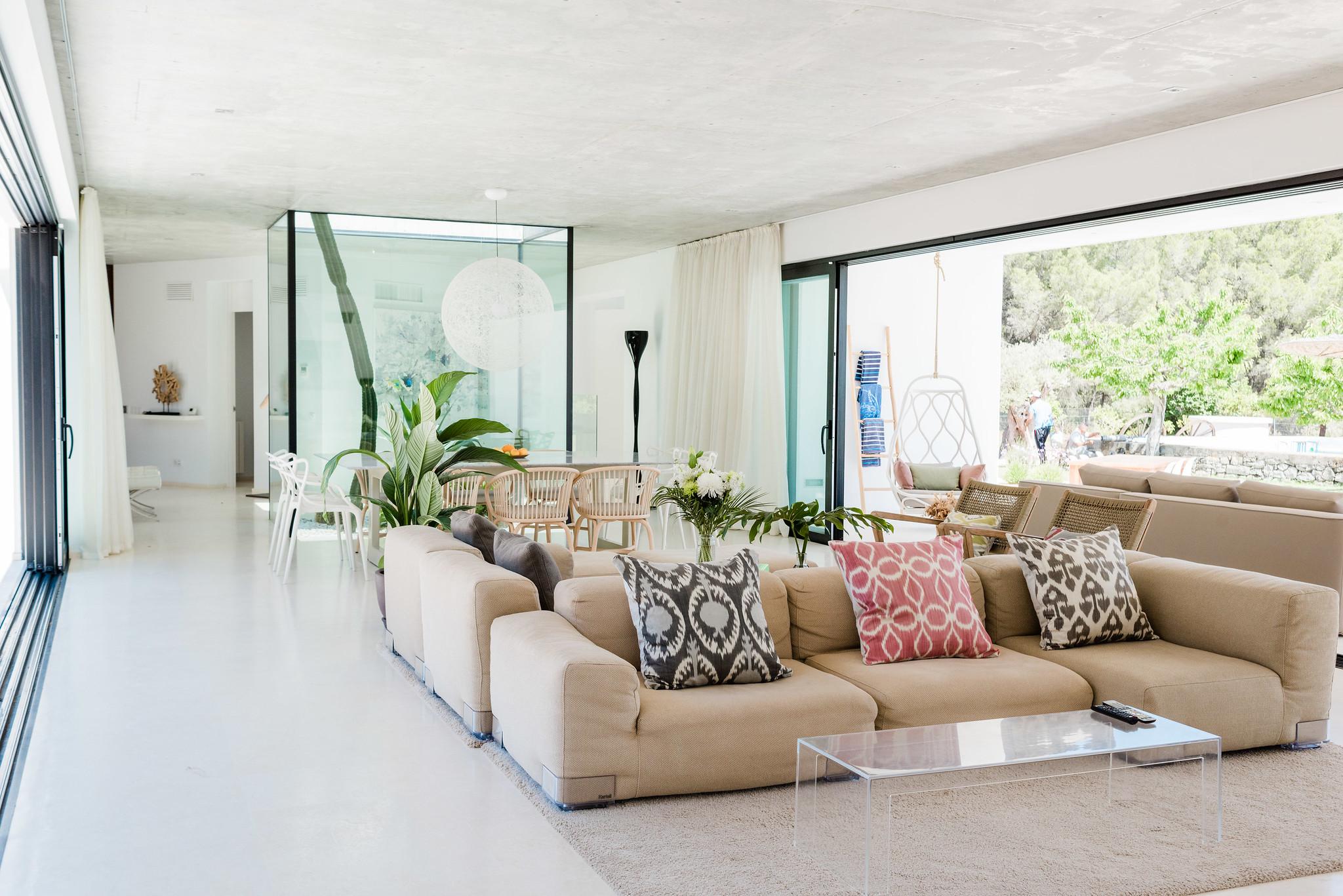 https://www.white-ibiza.com/wp-content/uploads/2020/06/white-ibiza-villas-can-carmen-interior-living-space2.jpg