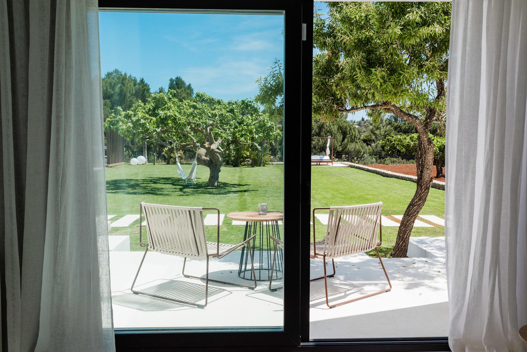 https://www.white-ibiza.com/wp-content/uploads/2020/06/white-ibiza-villas-can-carmen-interior1.jpg