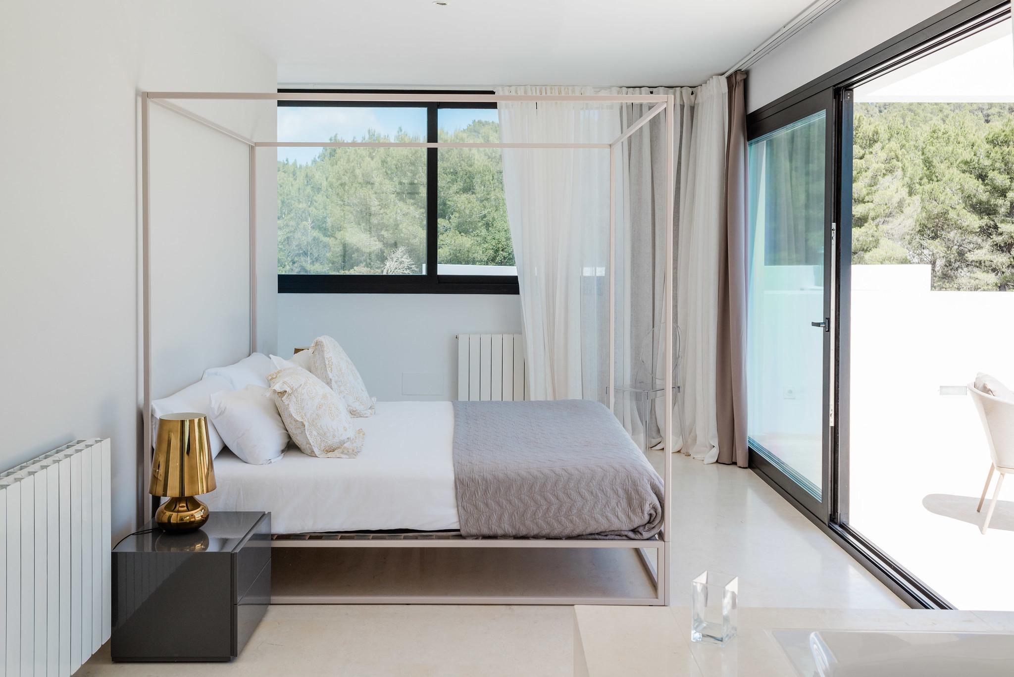 https://www.white-ibiza.com/wp-content/uploads/2020/06/white-ibiza-villas-can-carmen-interior2.jpg