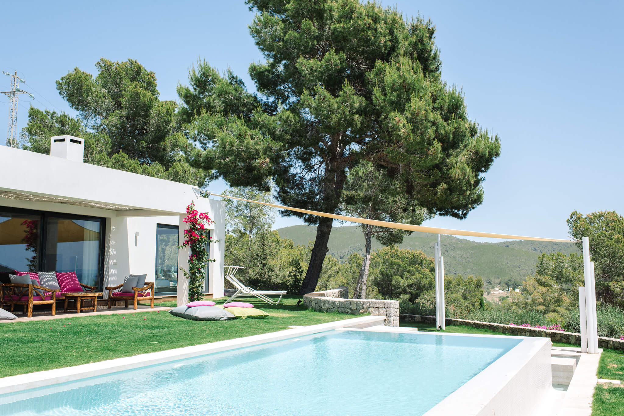 https://www.white-ibiza.com/wp-content/uploads/2020/06/white-ibiza-villas-can-jondal-exterior-across-pool-to-chillout.jpg