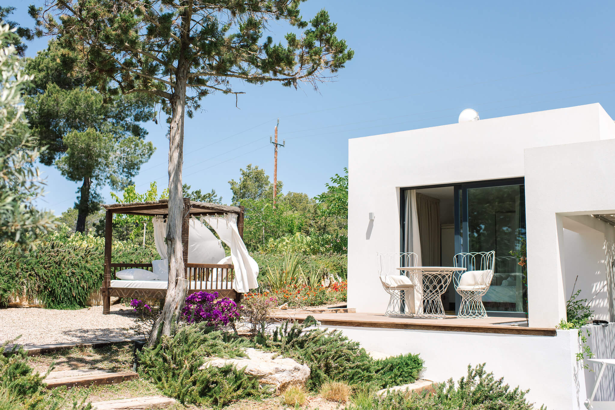 https://www.white-ibiza.com/wp-content/uploads/2020/06/white-ibiza-villas-can-jondal-exterior-daybed-and-terrace.jpg