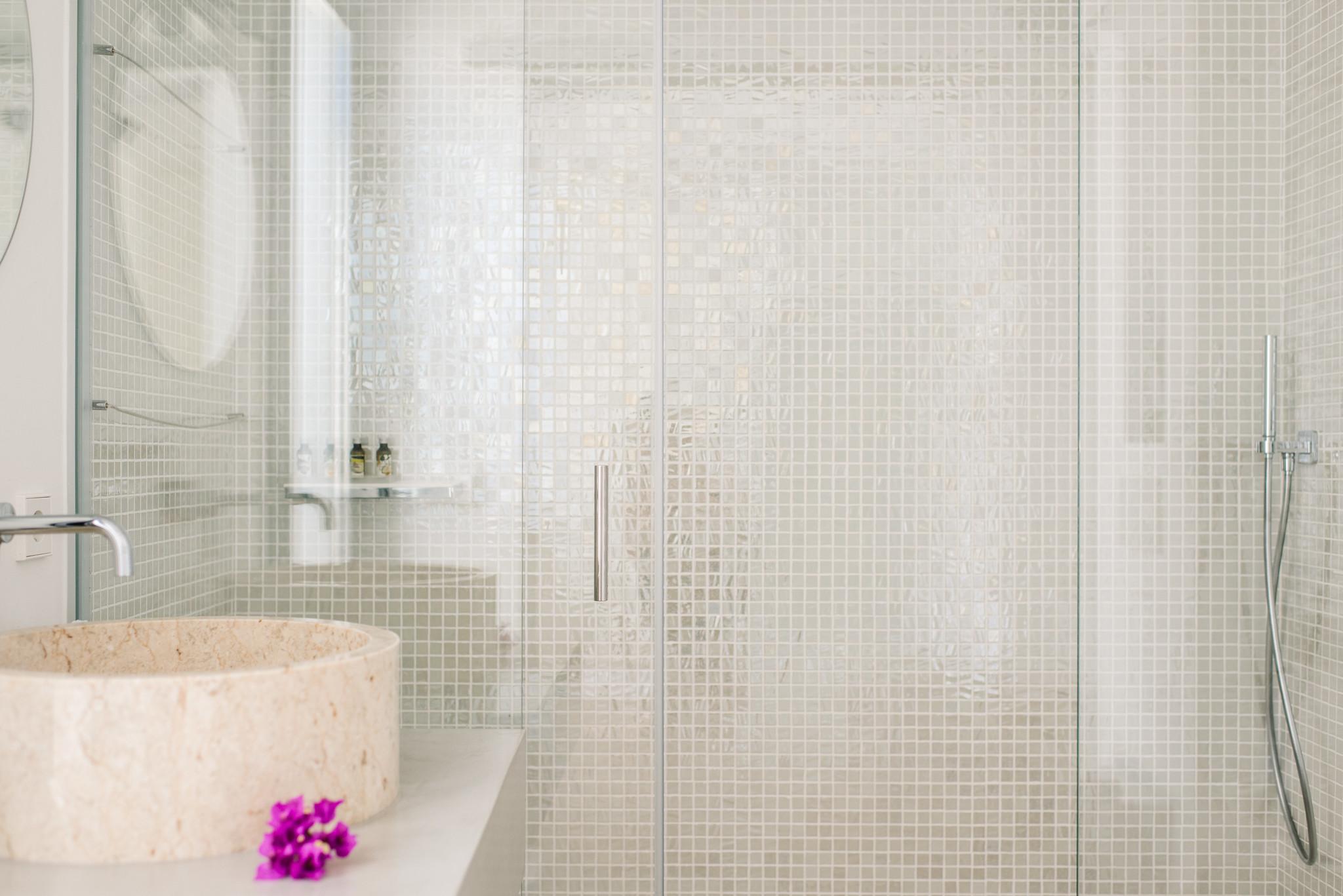 https://www.white-ibiza.com/wp-content/uploads/2020/06/white-ibiza-villas-can-jondal-interior-bathroom-1.jpg