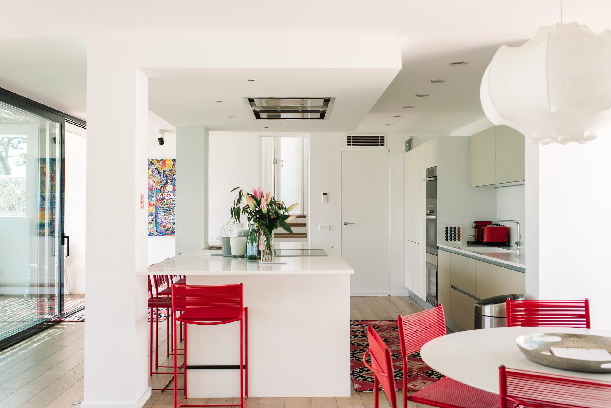 https://www.white-ibiza.com/wp-content/uploads/2020/06/white-ibiza-villas-can-jondal-interior-kitchen-1.jpg