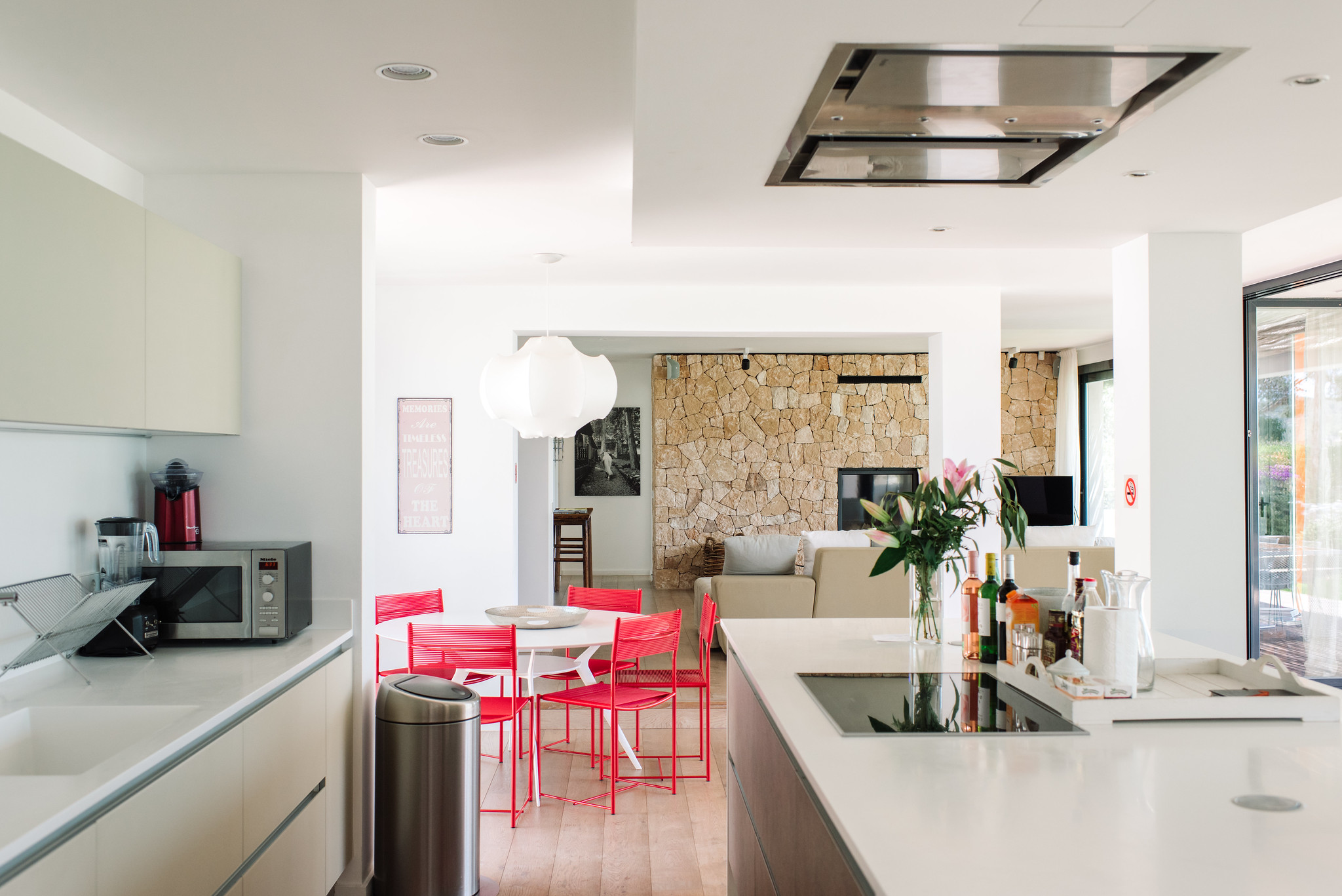 https://www.white-ibiza.com/wp-content/uploads/2020/06/white-ibiza-villas-can-jondal-interior-kitchen2-1.jpg