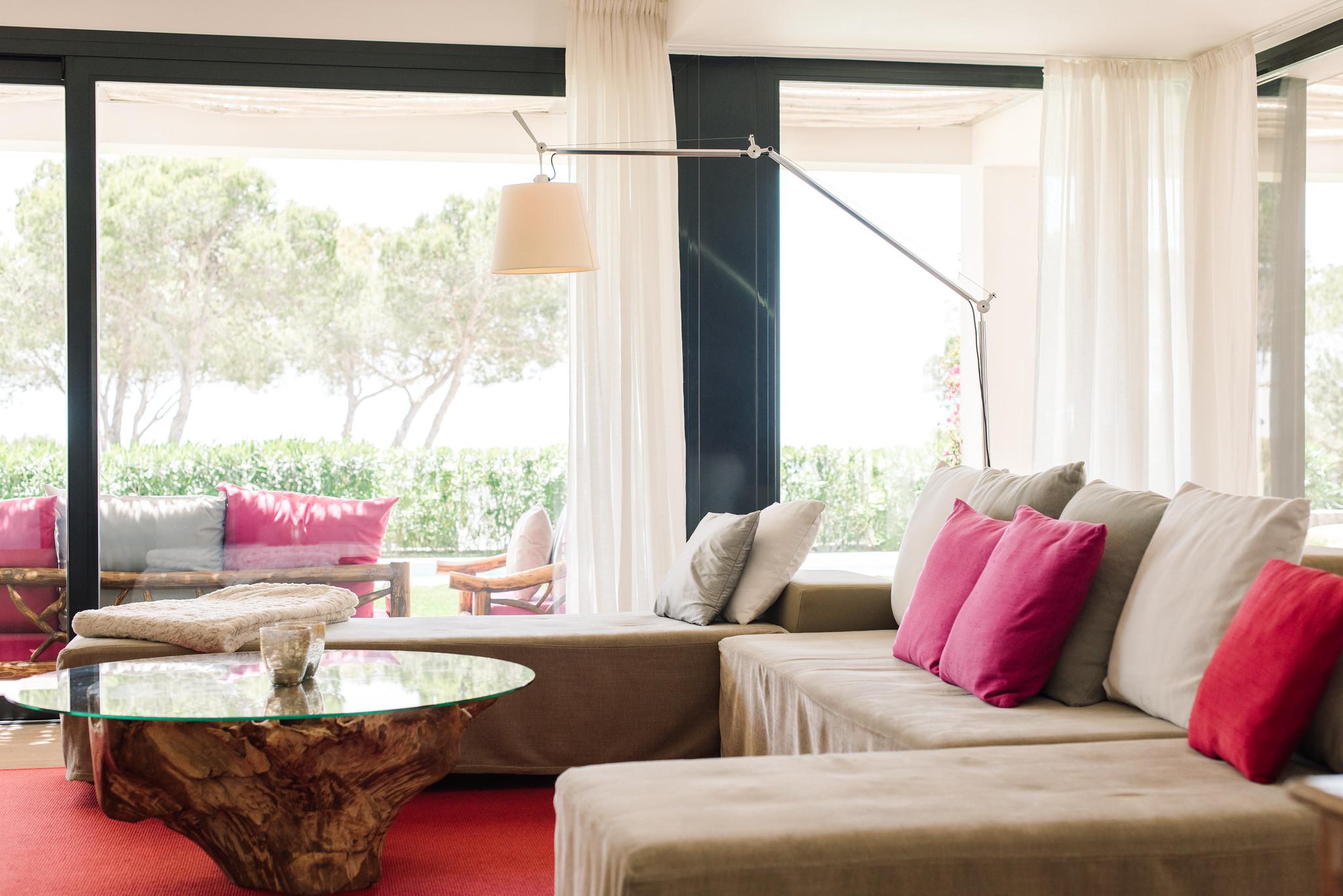 https://www.white-ibiza.com/wp-content/uploads/2020/06/white-ibiza-villas-can-jondal-interior-living-room-1.jpg