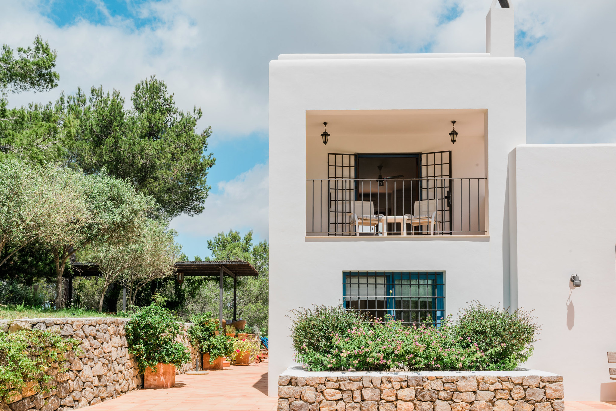 https://www.white-ibiza.com/wp-content/uploads/2020/06/white-ibiza-villas-can-madera-exterior-outside.jpg