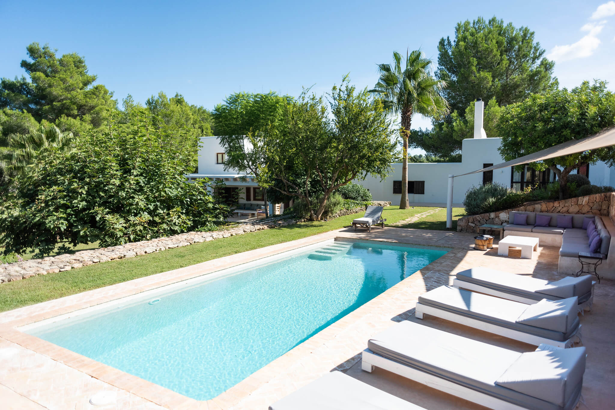 https://www.white-ibiza.com/wp-content/uploads/2020/06/white-ibiza-villas-casa-arabella-exterior-pool2.jpg