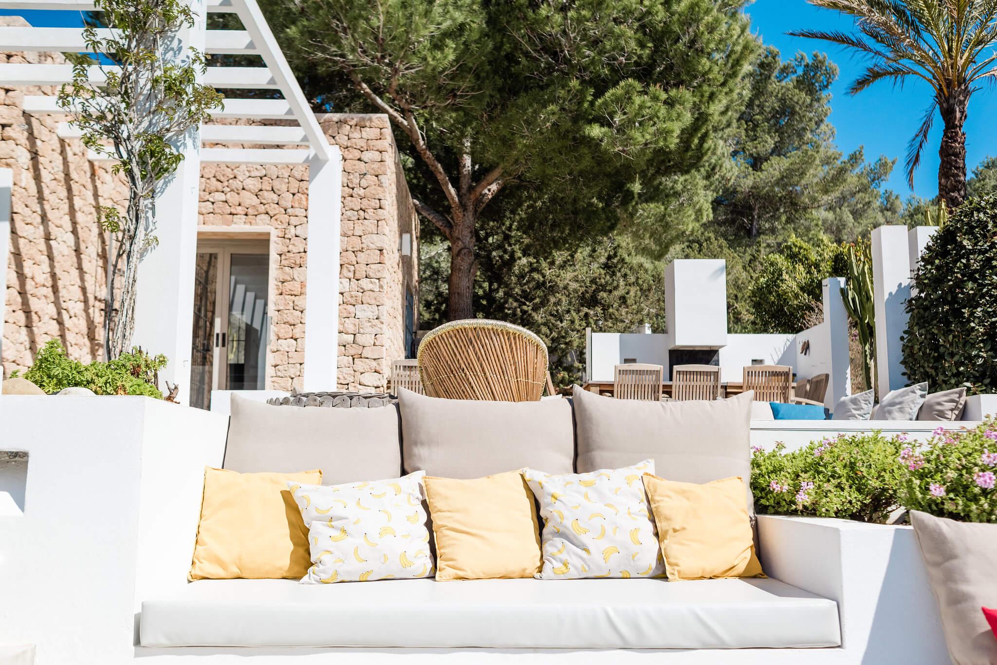 https://www.white-ibiza.com/wp-content/uploads/2020/06/white-ibiza-villas-casa-nyah-exterior-cushions.jpg