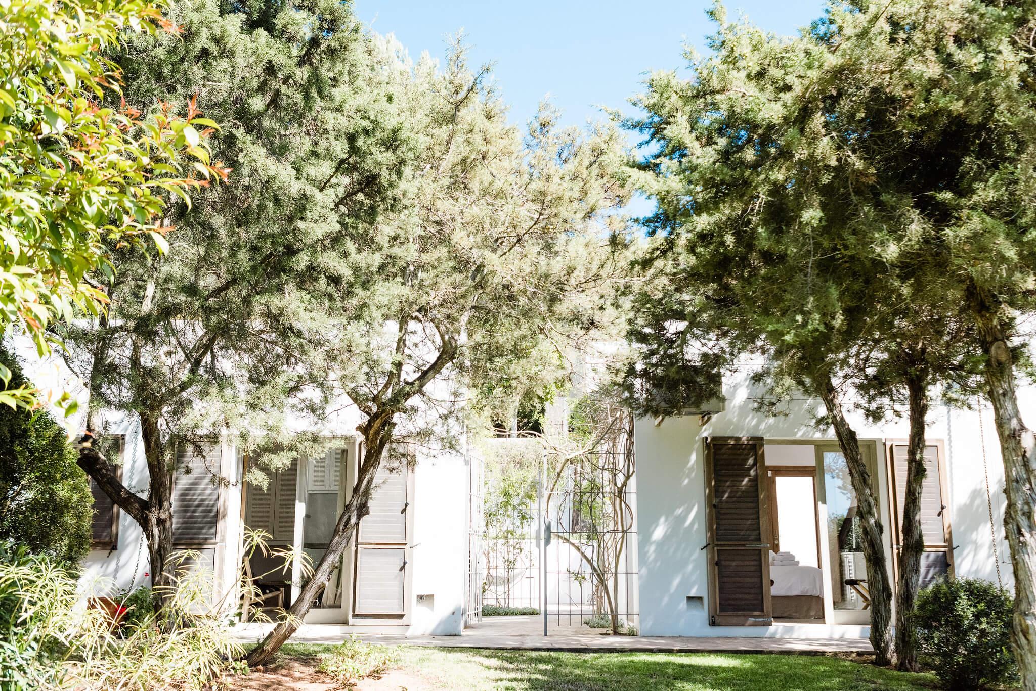 https://www.white-ibiza.com/wp-content/uploads/2020/06/white-ibiza-villas-casa-nyah-exterior-garden-view.jpg