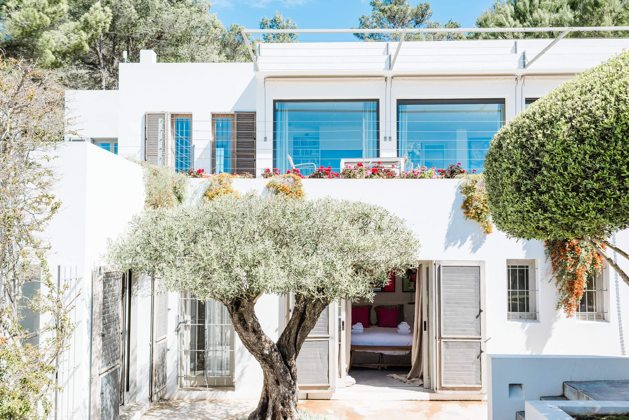 https://www.white-ibiza.com/wp-content/uploads/2020/06/white-ibiza-villas-casa-nyah-exterior-house.jpg