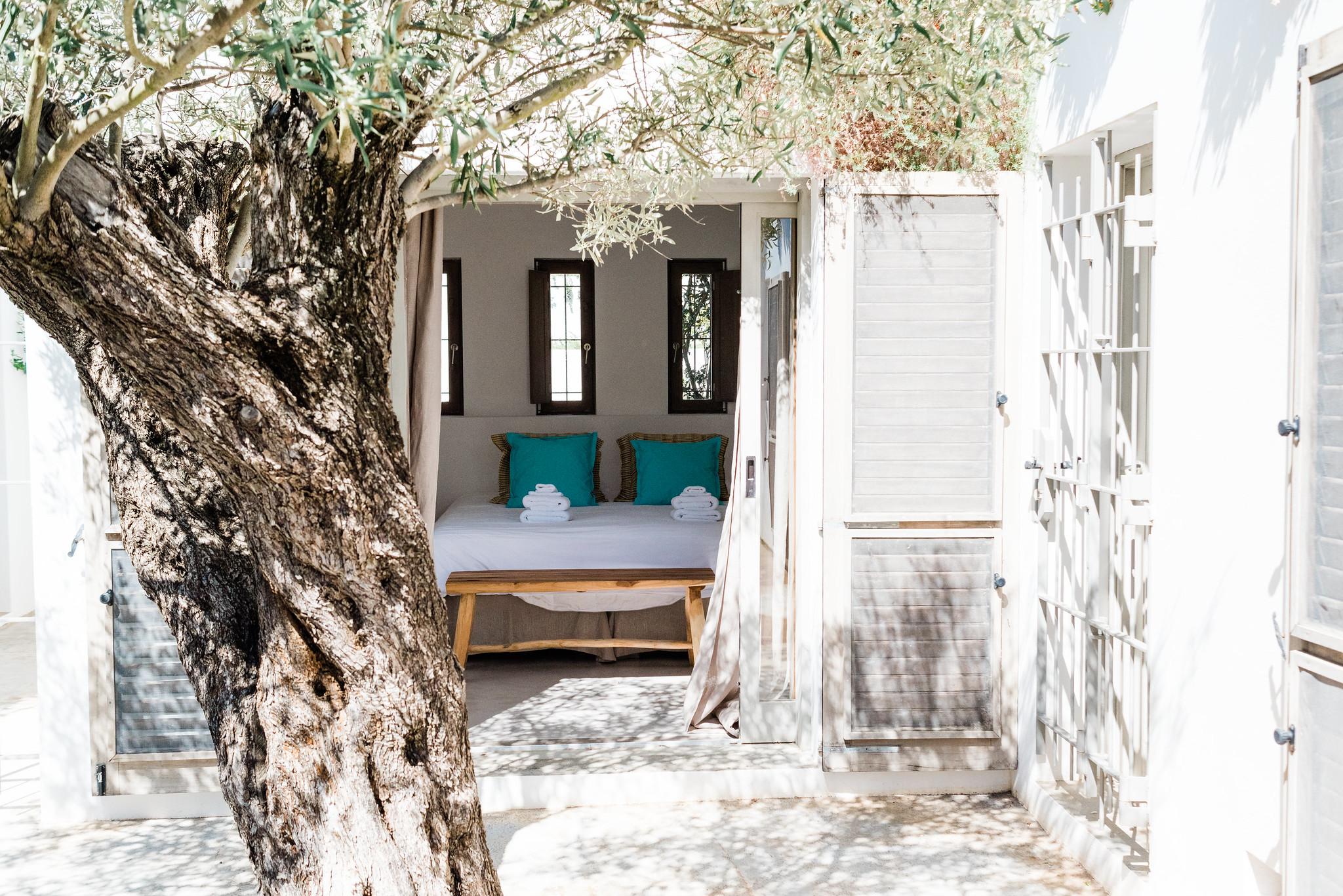 https://www.white-ibiza.com/wp-content/uploads/2020/06/white-ibiza-villas-casa-nyah-exterior-looking-in.jpg