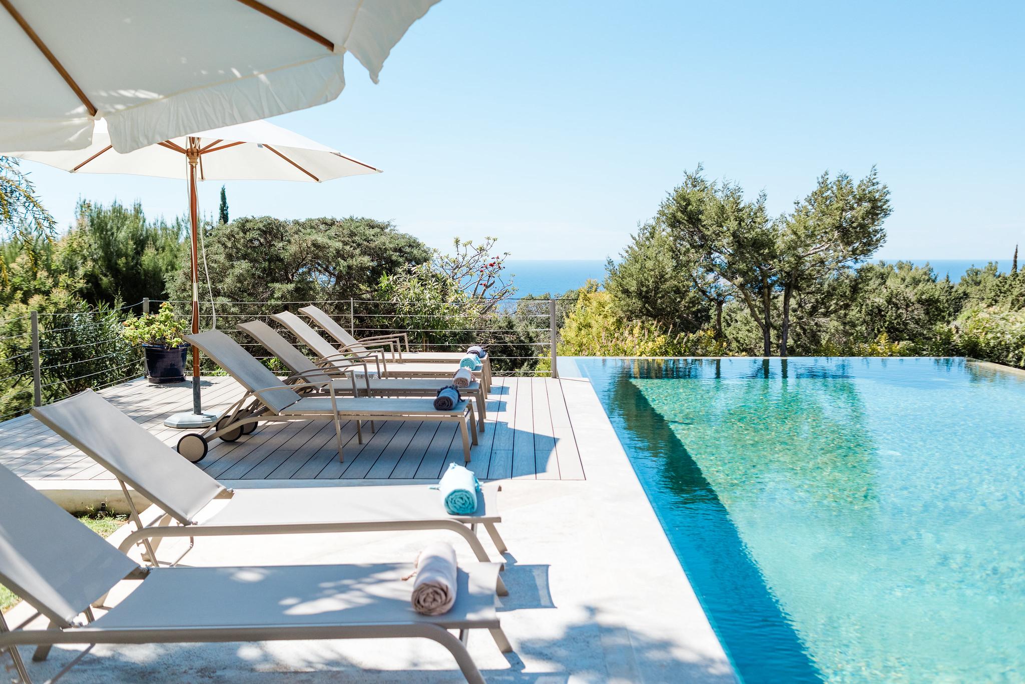 https://www.white-ibiza.com/wp-content/uploads/2020/06/white-ibiza-villas-casa-nyah-exterior-poolside.jpg
