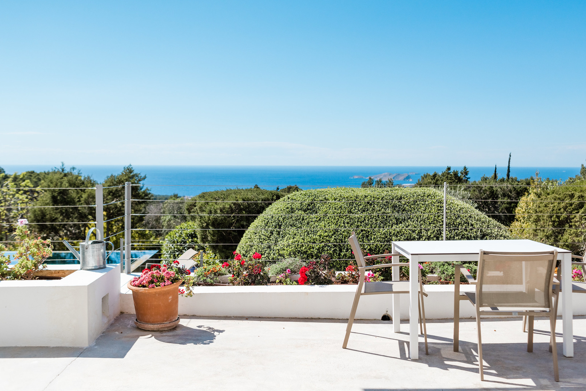 https://www.white-ibiza.com/wp-content/uploads/2020/06/white-ibiza-villas-casa-nyah-exterior-terrace-table.jpg