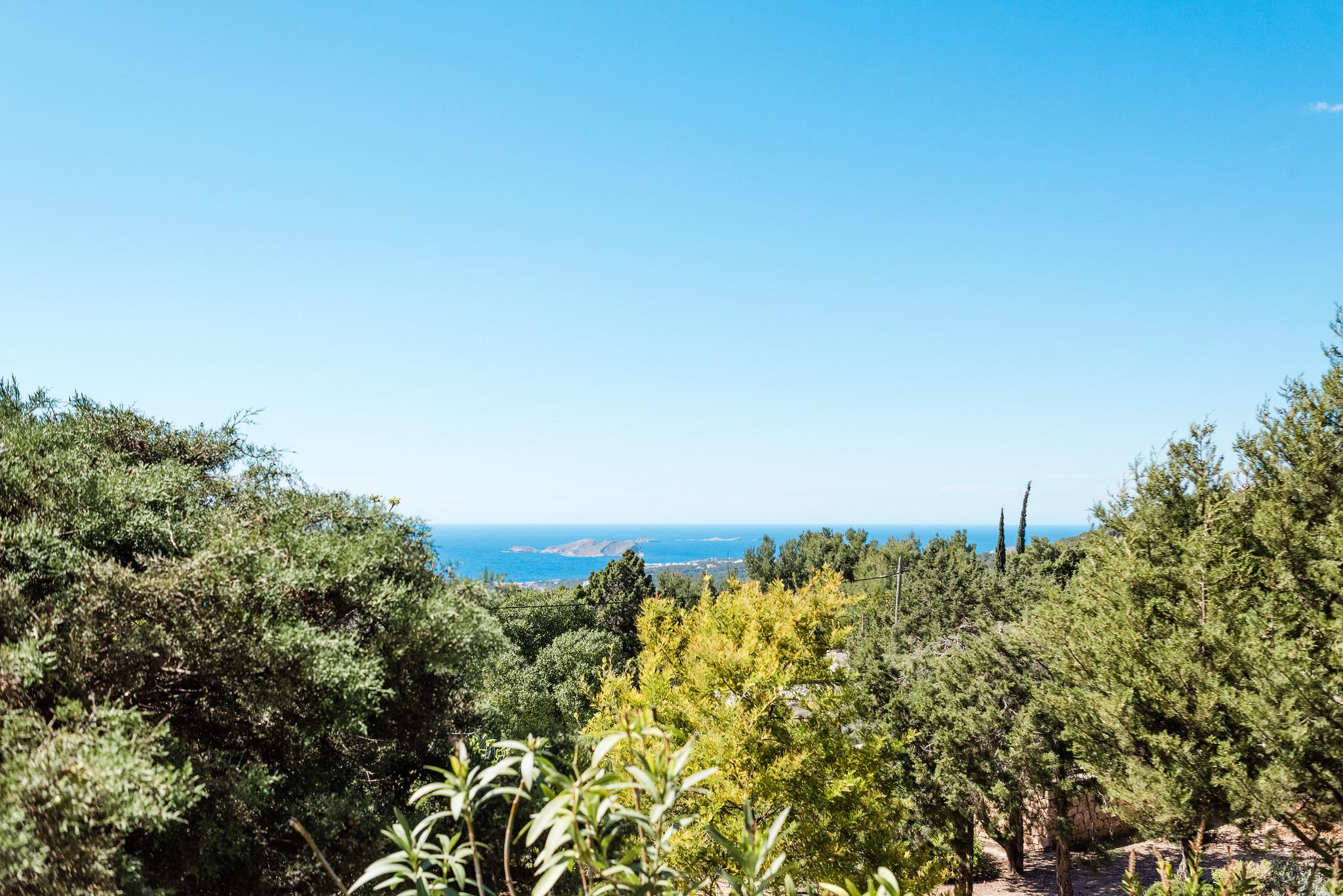 https://www.white-ibiza.com/wp-content/uploads/2020/06/white-ibiza-villas-casa-nyah-exterior-view-over-trees.jpg